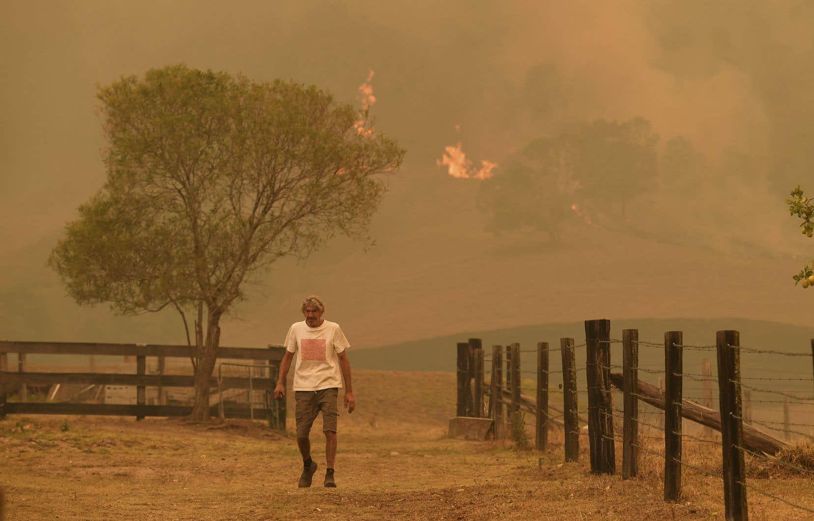 <p>Plus d'une centaine de feux étaient toujours actifs jeudi, en dépit d'un répit relatif qui a permis à des habitants de rentrer constater les dégâts dans leurs localités.</p>