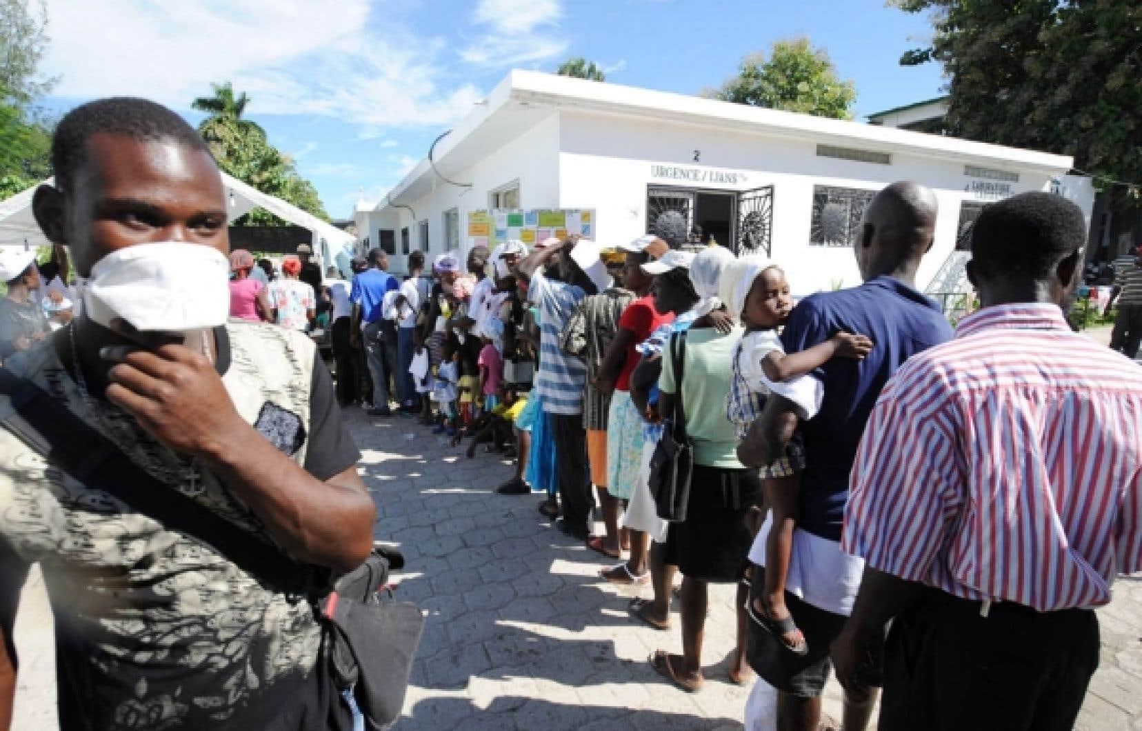 Mieux vaut prévenir que guérir: hier, l'hôpital Saint-Nicolas à Saint-Marc, dans le nord de Port-au-Prince, était «assiégé» par des centaines d'habitants de la capitale haïtienne.