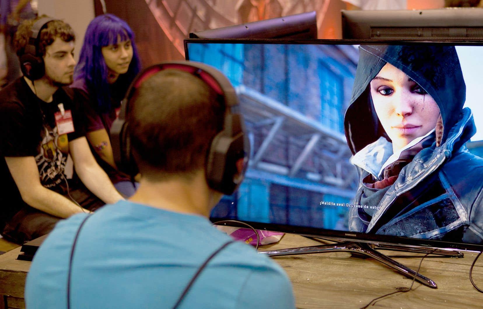 Outre des acteurs importants comme Ubisoft et Electronic Arts, installés à Montréal, le Québec compte une multitude de plus petits studios de renom comme Red Barrels et Sabotage Studio. Sur la photo, un gamer joue au jeu «Assassin's Creed Syndicate», développé par Ubisoft Québec.