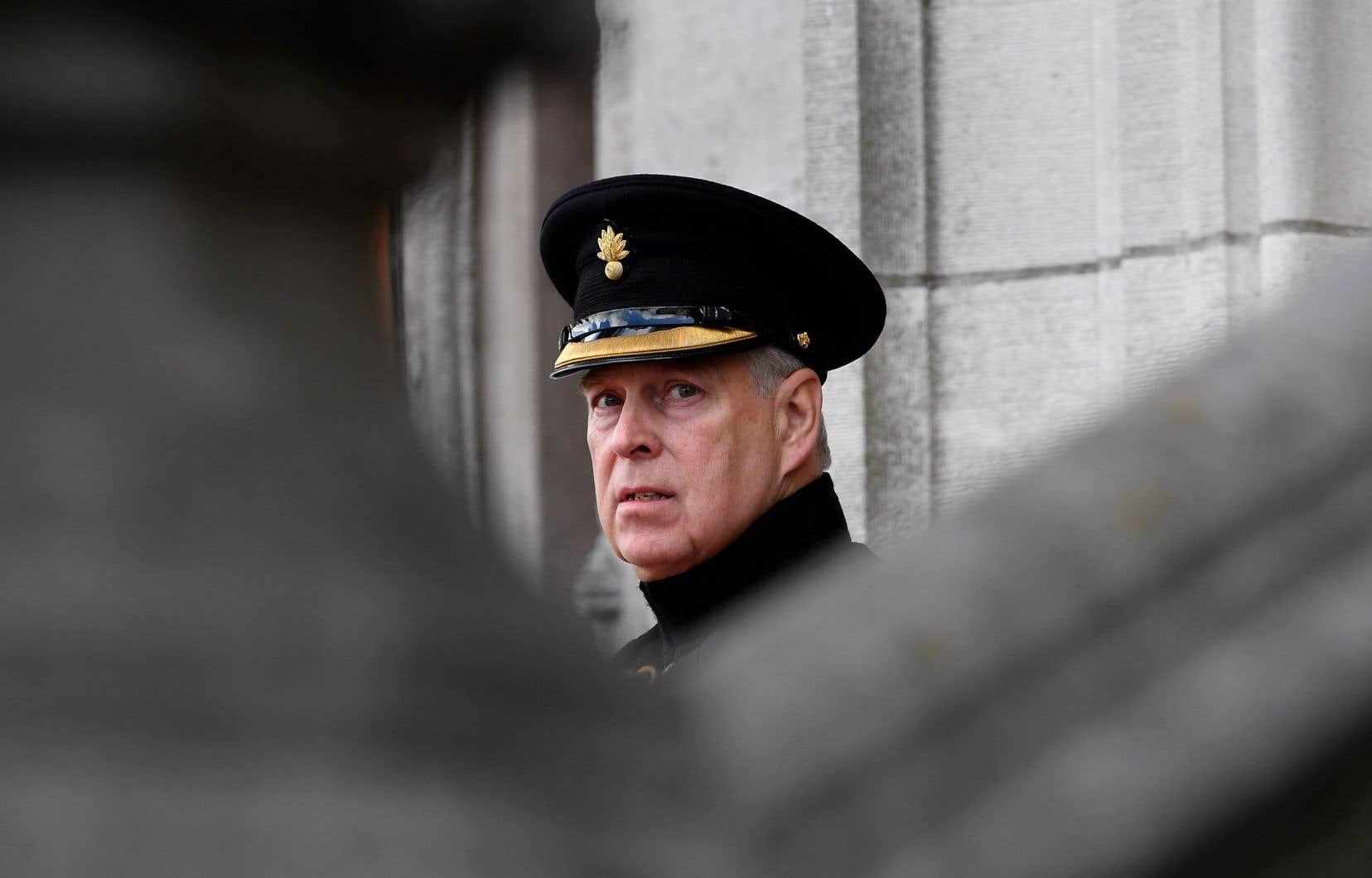 Le prince Andrew affirme qu'il s'en veut «tous les jours» d'avoir continué à fréquenter Jeffrey Epstein après sa libération en 2010.