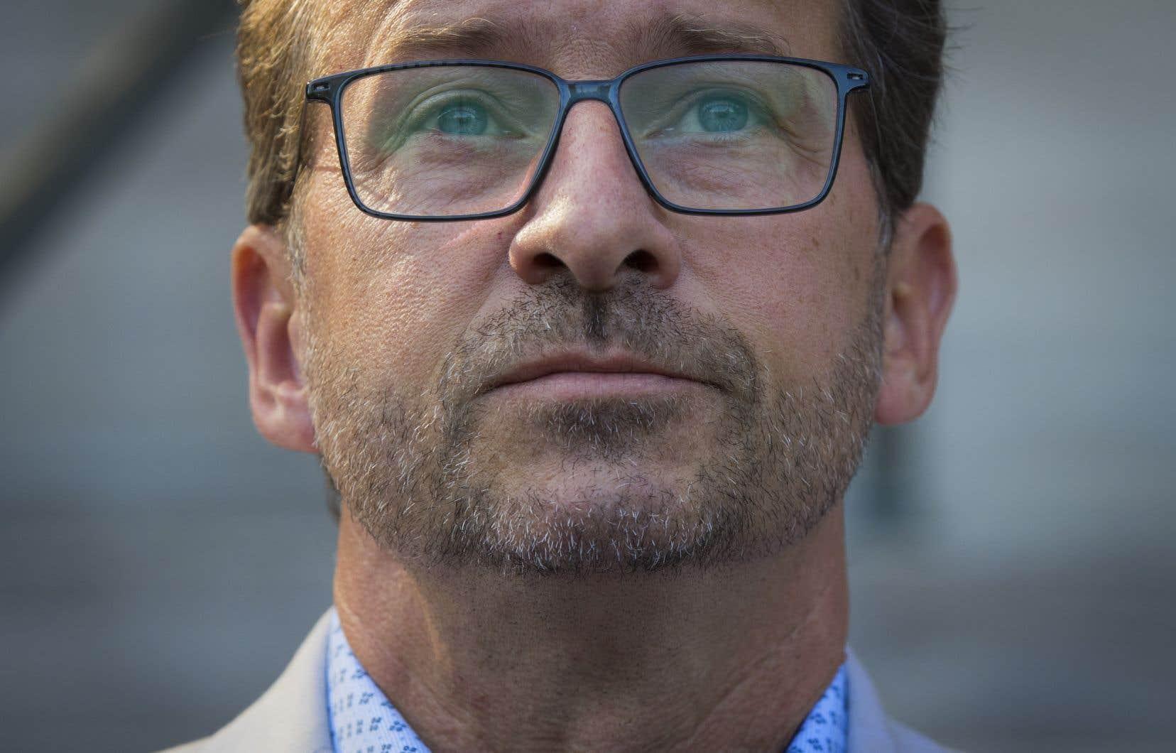 «Dans une dizaine de circonscriptions, le vote des électeurs de QS pour le NPD a entraîné la victoire des libéraux, de justesse, aux dépens du Bloc», écrit l'auteur.