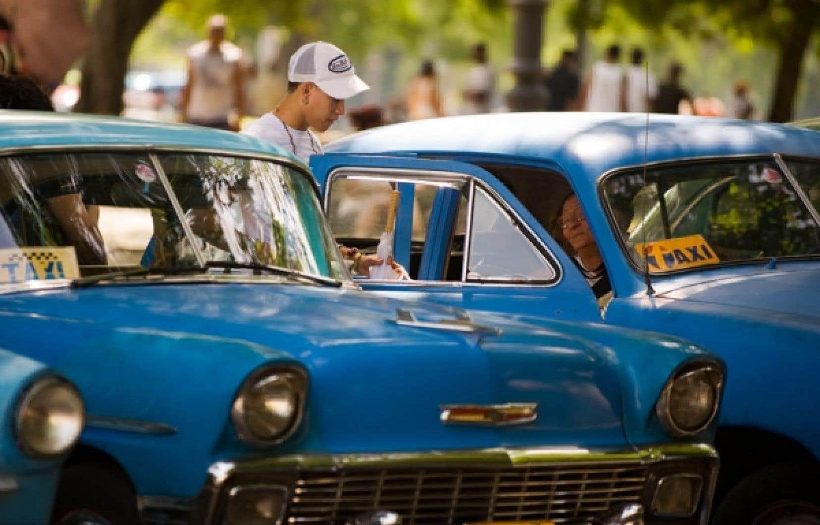 Le gouvernement de Raul Castro ouvre à 178 métiers, dont celui de chauffeur de taxi, la privatisation devant permettre de compenser un peu la perte d'emplois dans le secteur public.<br />