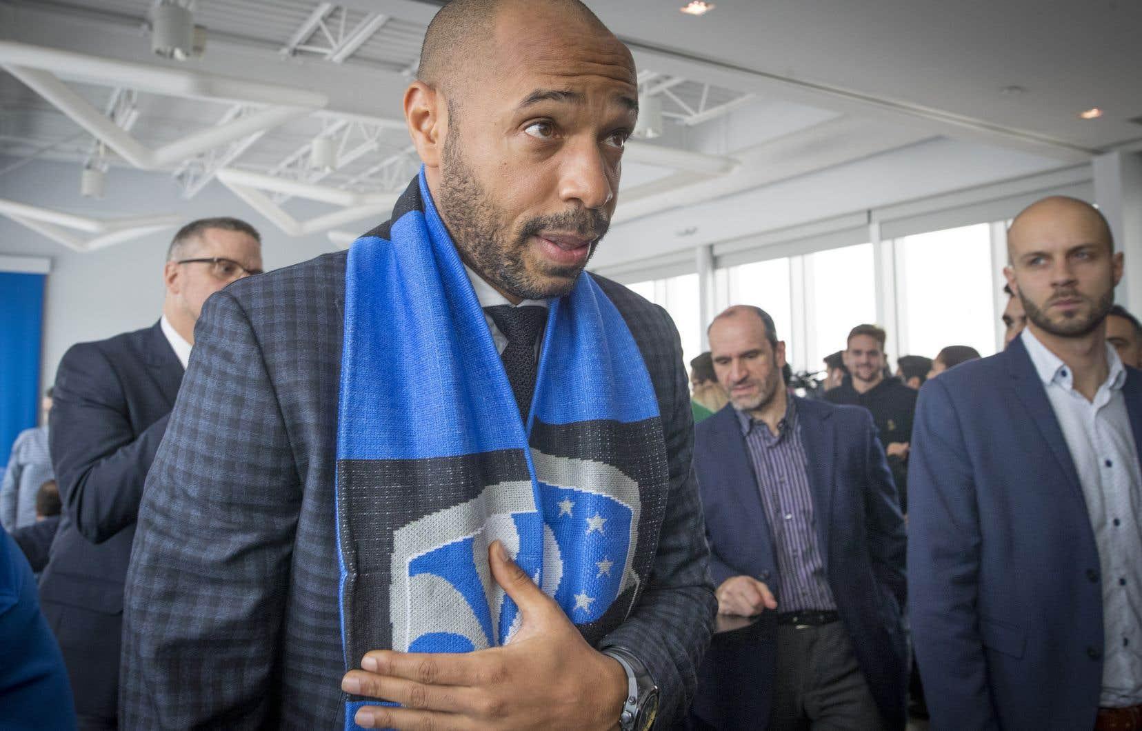Le nouvel entraîneur-chef de l'Impact de Montréal, Thierry Henry, a été accueilli par une salle comble, lundi à Montréal.
