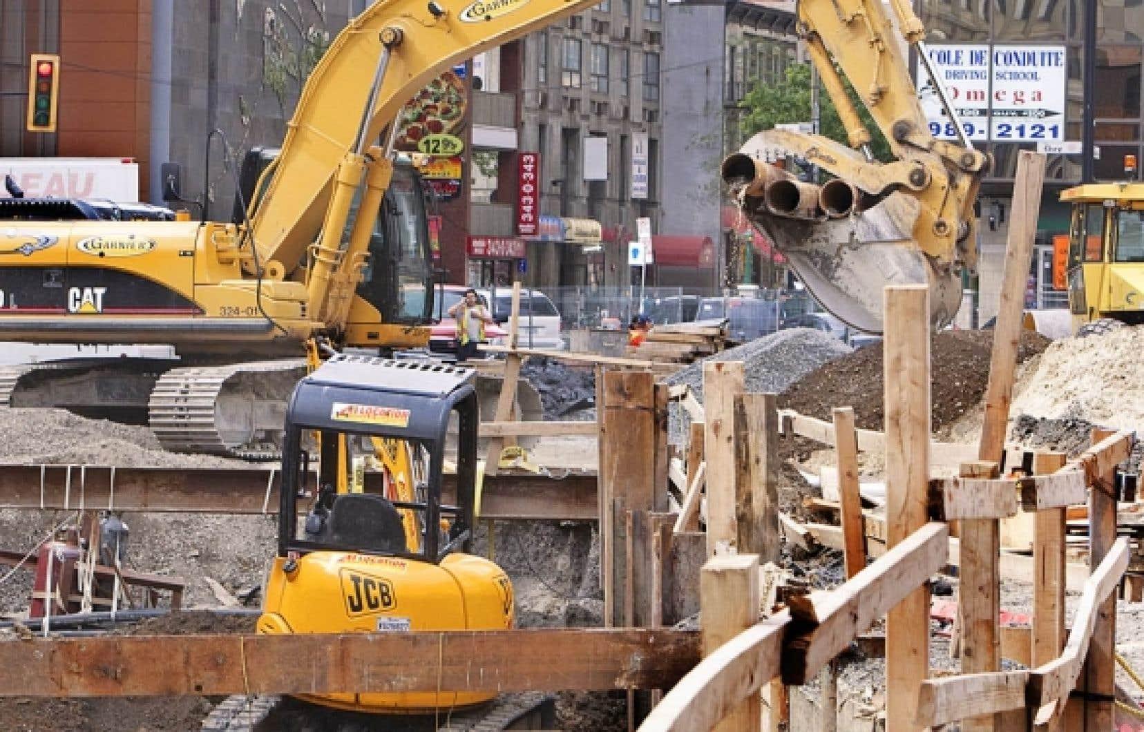 Après la dérapage des compteurs d'eau, la Ville de Montréal a choisi d'embaucher des ingénieurs pour mieux contrôler ses projets. Un changement de culture qui contraste avec ce qui se passe à Laval.<br />