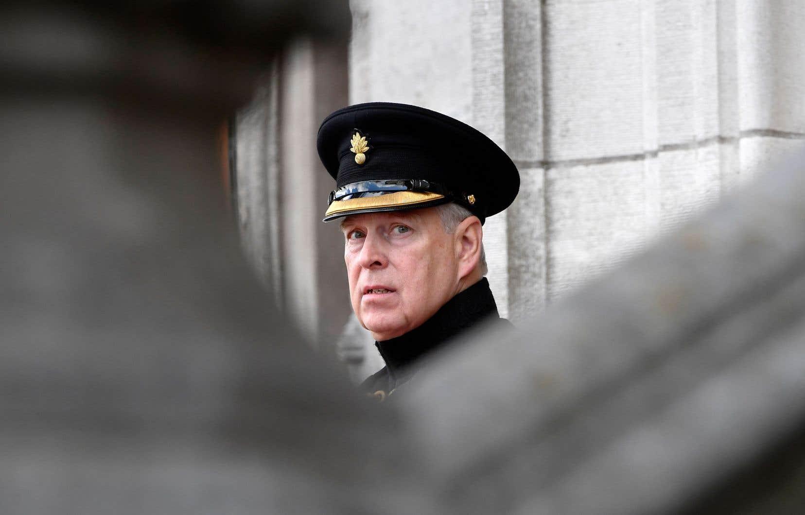 Le prince Andrew s'est vu notamment reprocher de ne pas avoir pris ses distances de Jeffrey Epstein, accusé d'avoir sexuellement exploité des jeunes filles, et de ne pas avoir exprimé d'empathie pour les victimes.