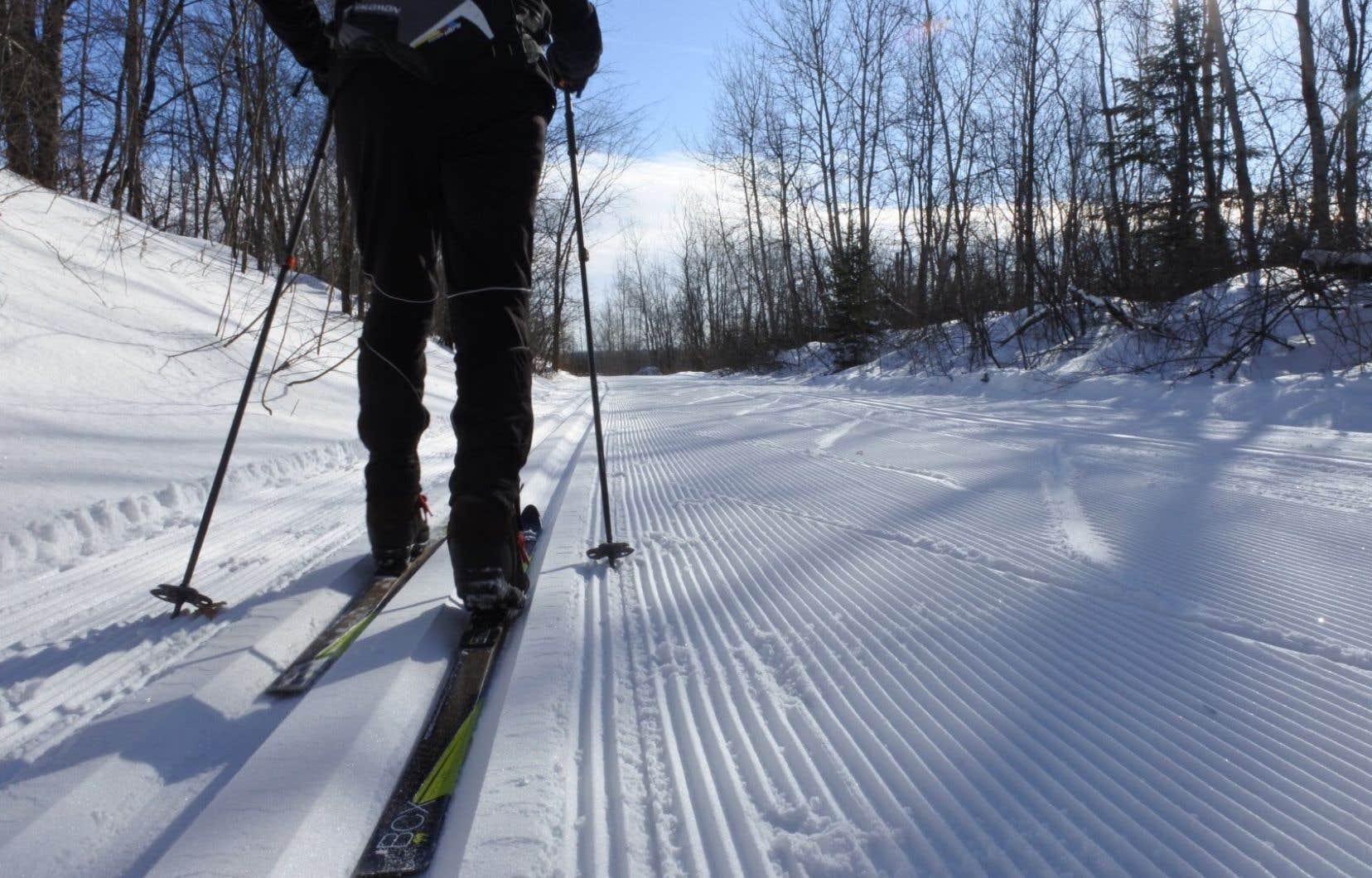 Le P'tit Train du Nord, ce sont 234kilomètres de pistes de ski de fond en hiver et de pistes cyclables en été.