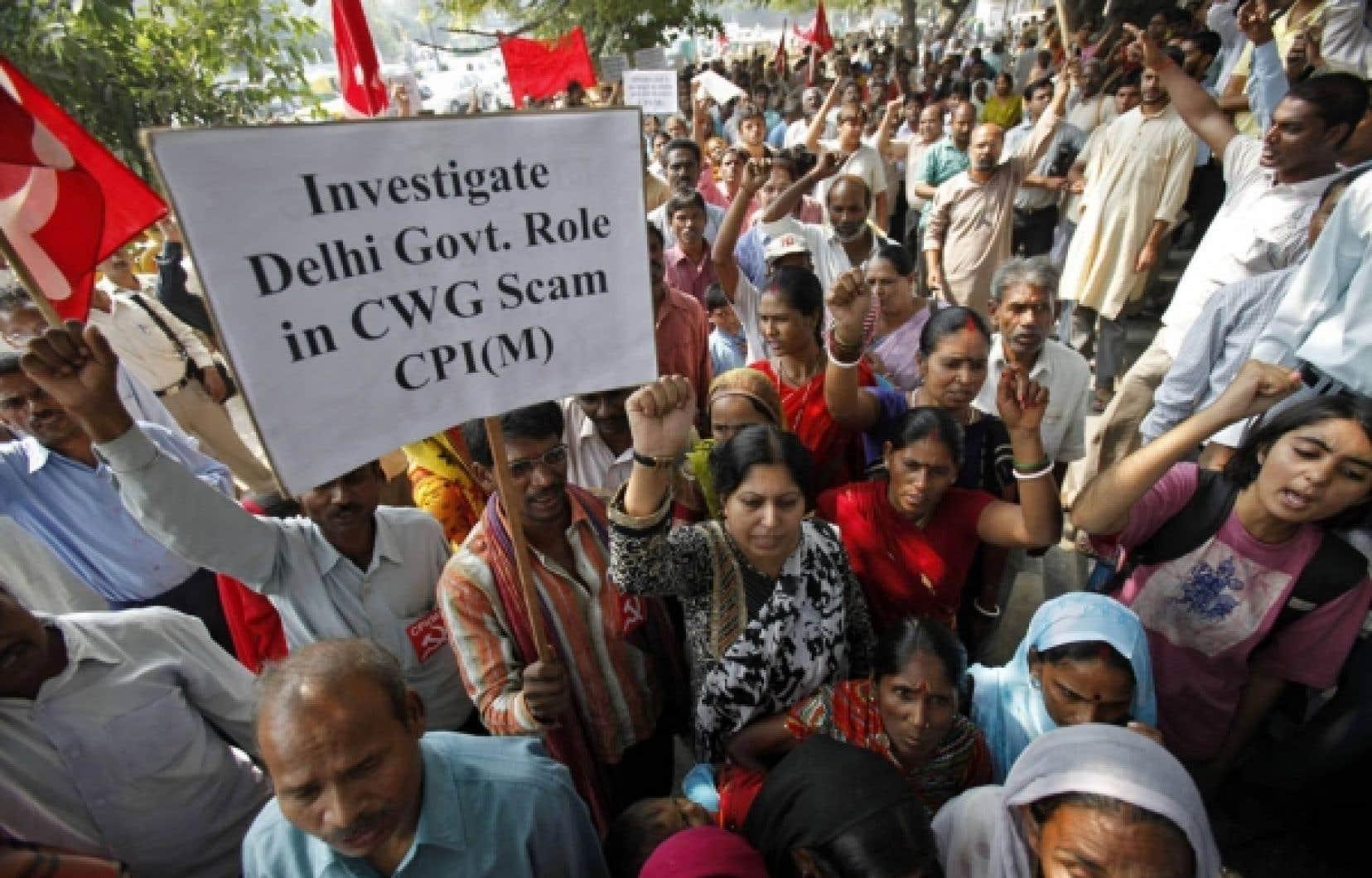 Un peu partout à travers le monde, comme ici à New Delhi, la population proteste contre la corruption.<br />