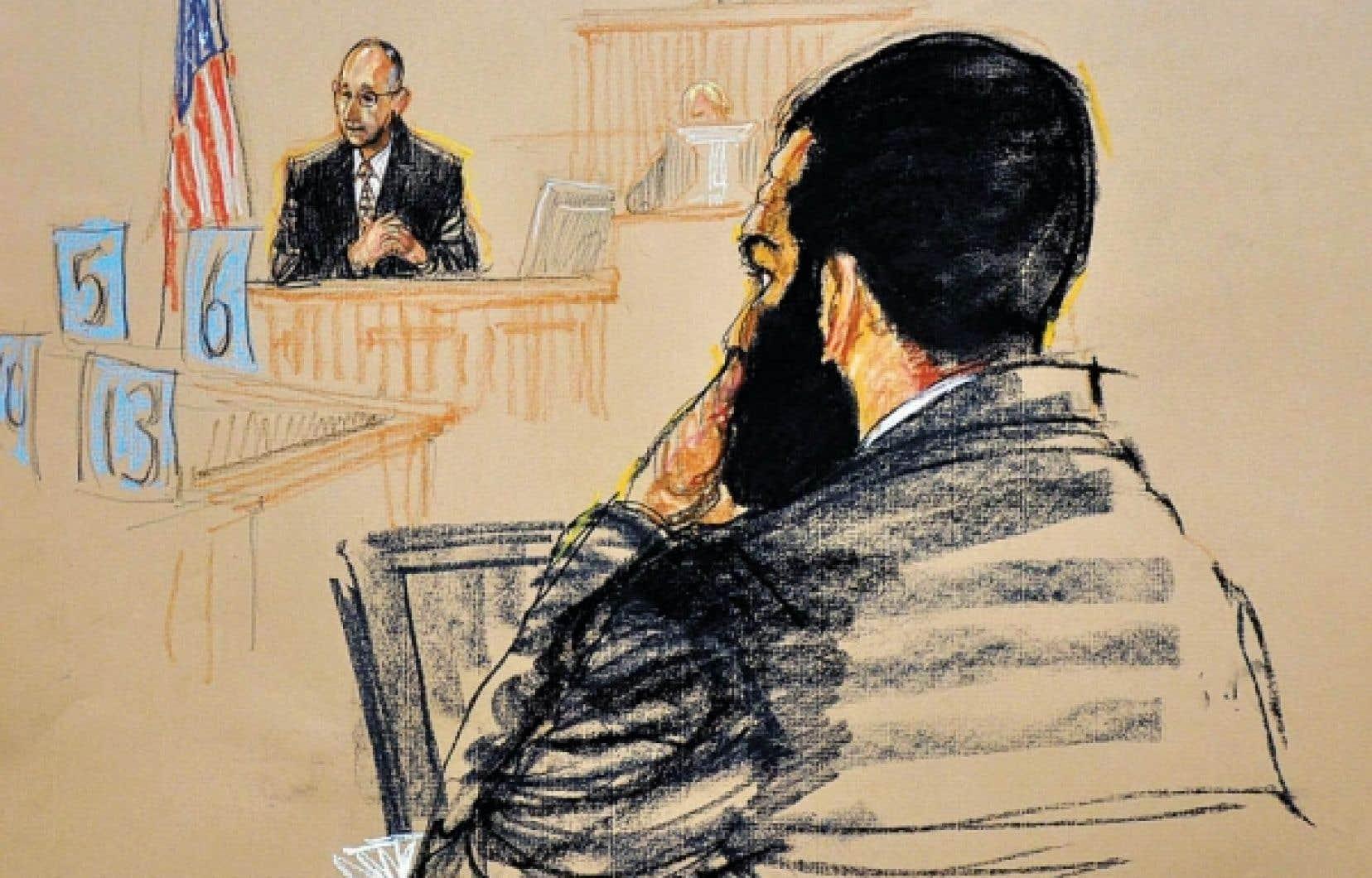 Un croquis de l'audience tenue hier à Guantánamo servant à déterminer la peine d'Omar Khadr, nouvellement condamné criminel de guerre.<br />