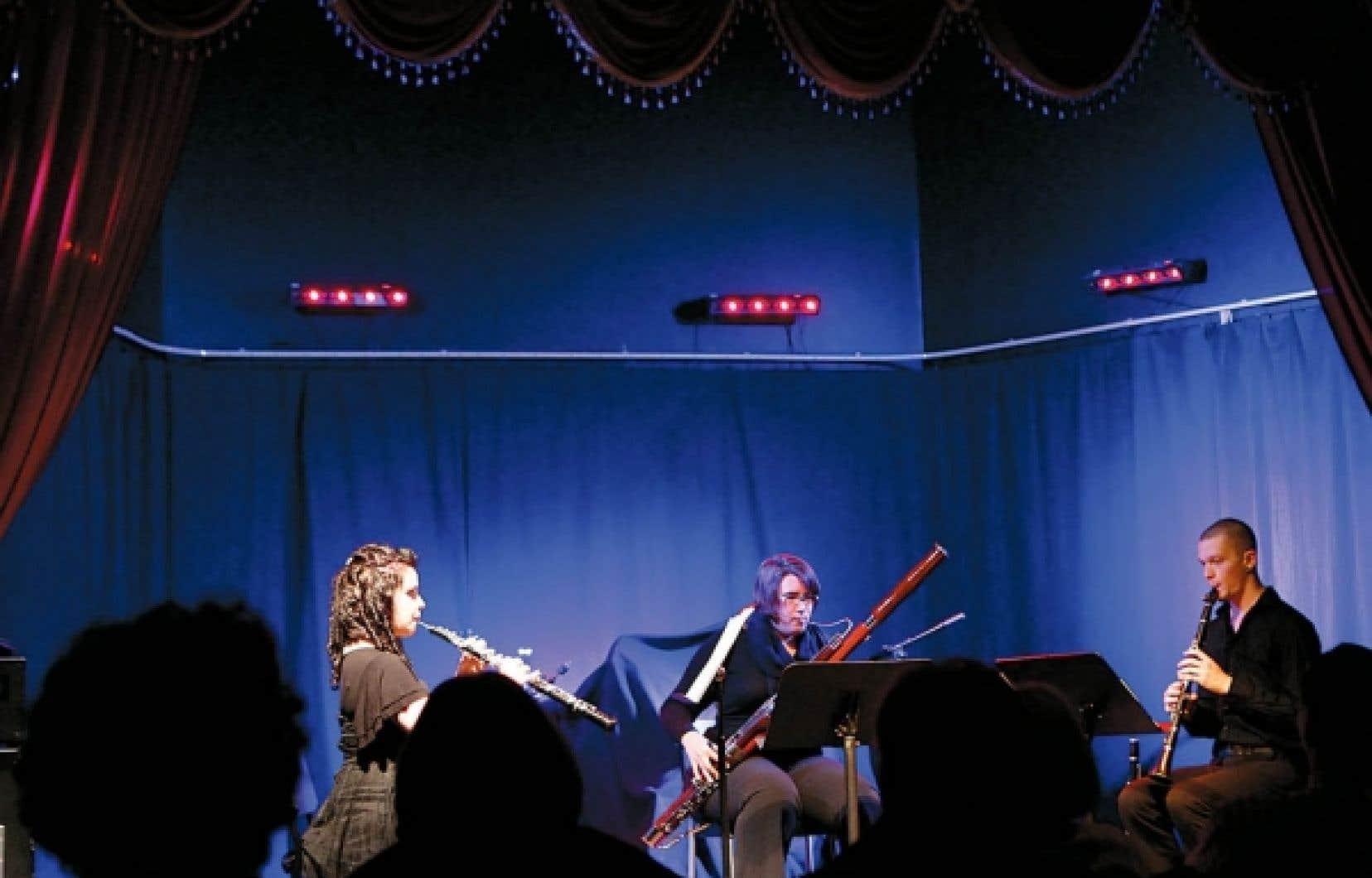 Concert classique au Baril d'huîtres devant un public composé en bonne partie de démunis.<br />