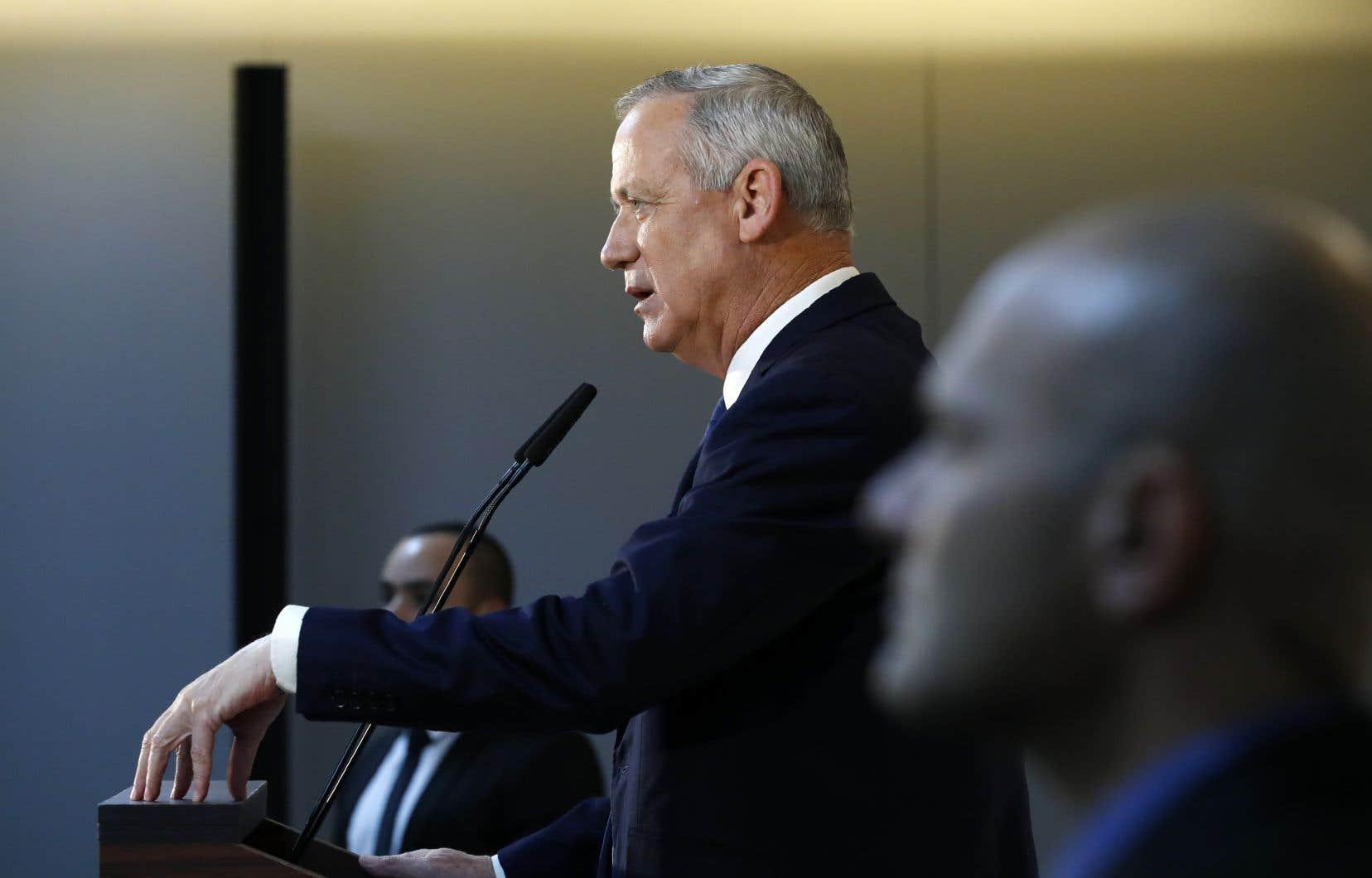 «Je serai premier ministre les deux premières années», a indiqué Benny Gantz, précisant que Benjamin Nétanyahou, «s'il est mis hors de cause, pourra revenir et être premier ministre» pour les deux années suivantes.