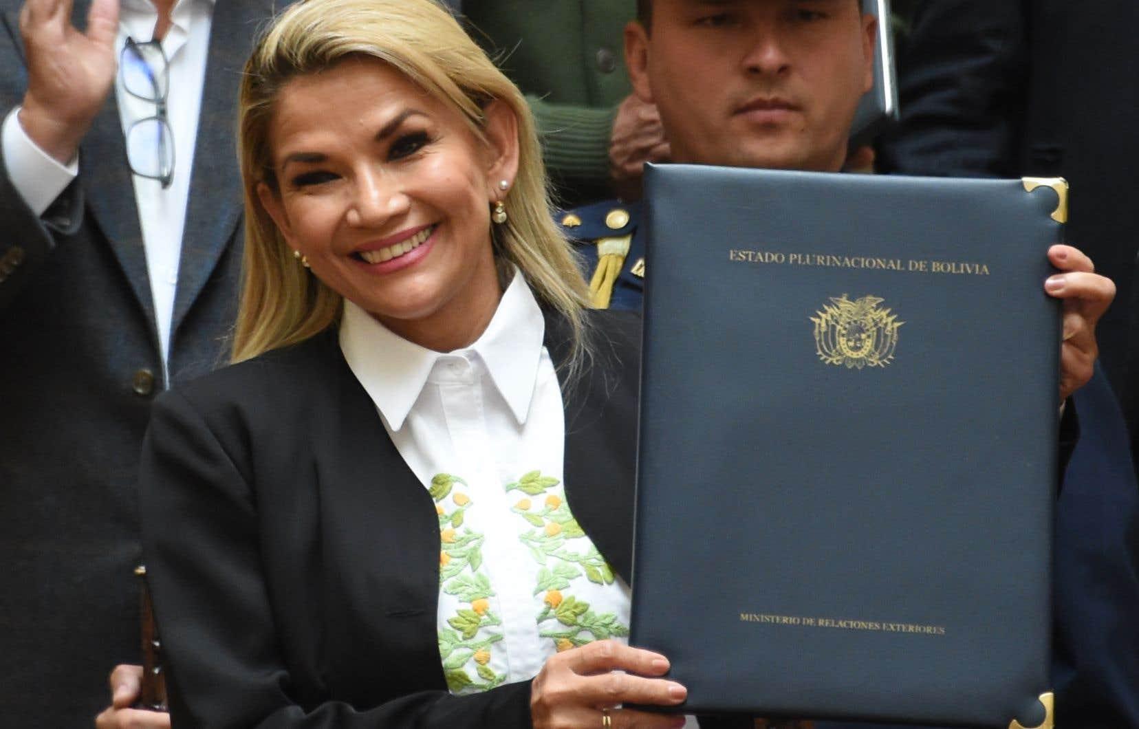 La présidente par intérim de la Bolivie,Jeanine Añez,a promulgué dimanche une loi convoquant de nouvelles élections présidentielle et législatives auxquellesEvo Moralesne pourra pas se représenter.