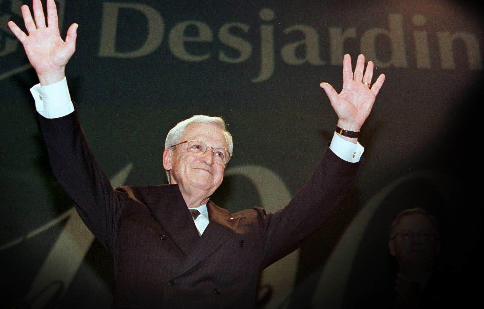 Claude Béland lors de son discours de départ de la présidence du Mouvement Desjardins, en mai 2000