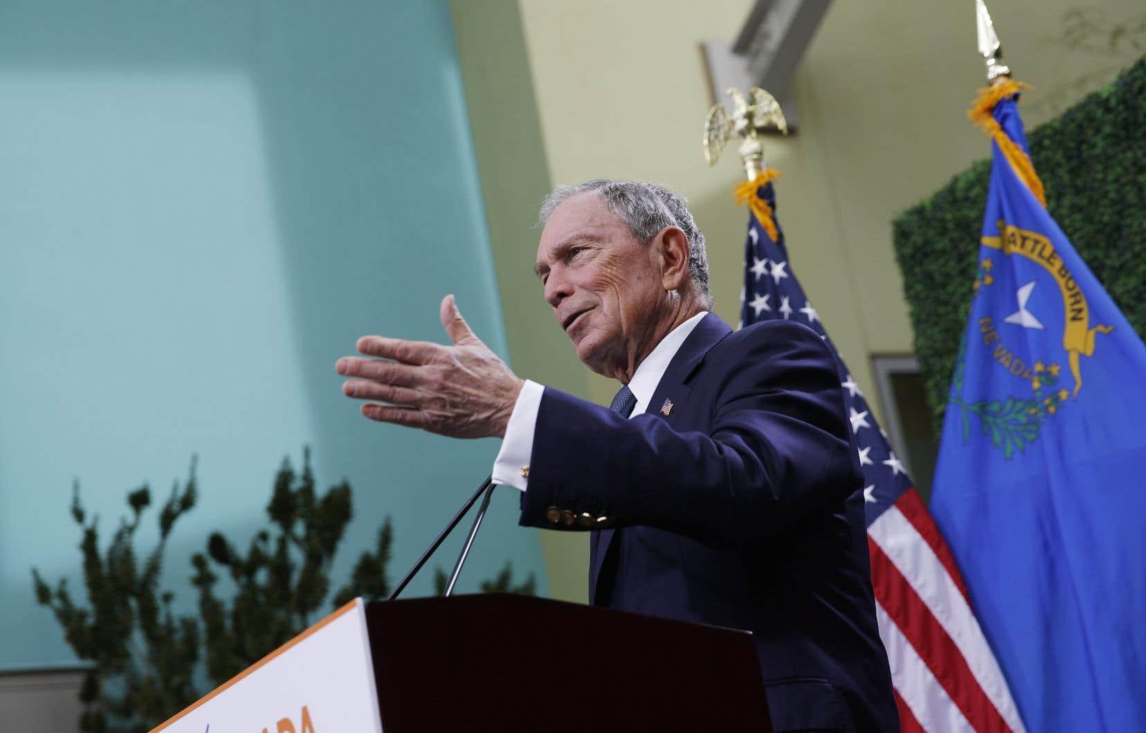 Très actif dans la lutte contre les changements climatiques, contre la prolifération des armes à feu ou pour la santé, Michael Bloomberg avait annoncé en mars qu'il renonçait à se présenter pour, entre autres, ne pas saper les chances de M.Biden.