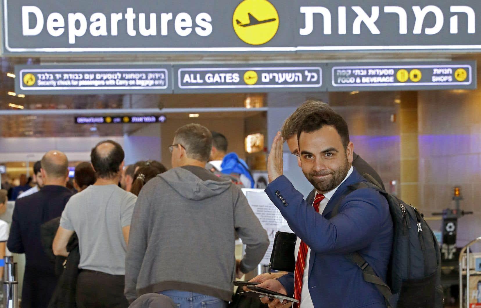 Omar Shakir, citoyen américain, a quitté en soirée le territoire israélien, après une longue bataille judiciaire pour tenter d'annuler cette décision.
