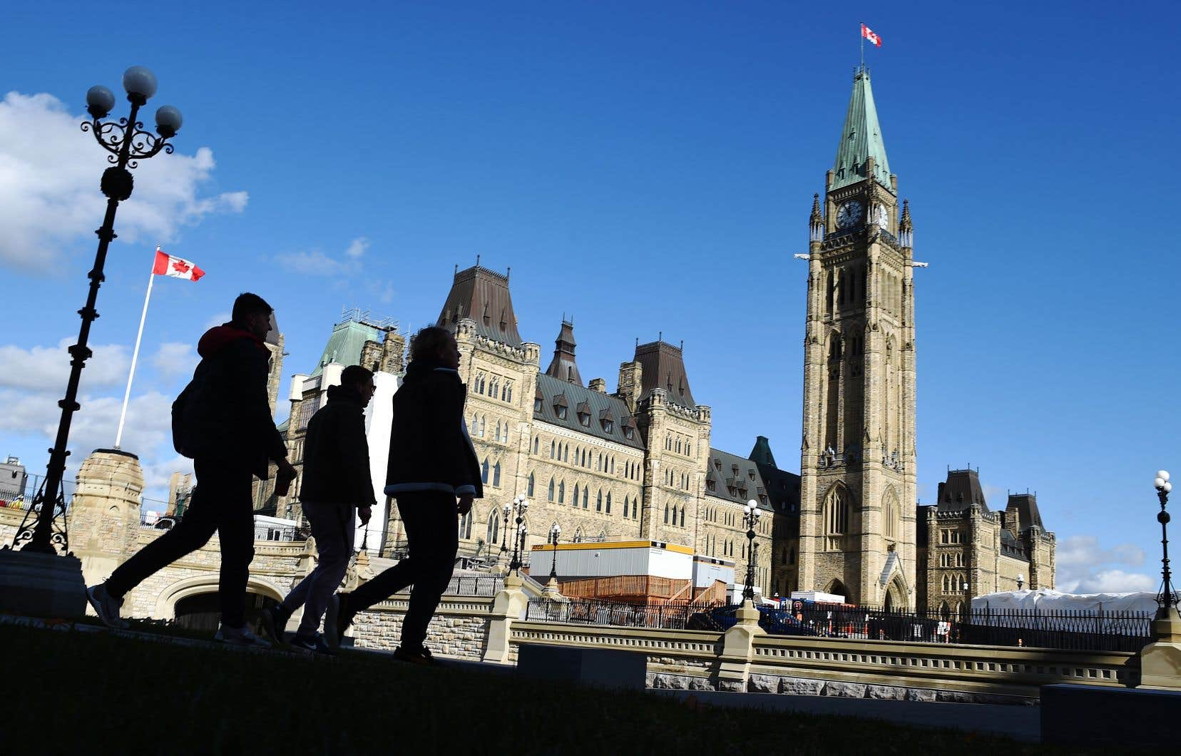 Ottawa se trouve devant la Cour fédérale pour demander que l'application du jugement soit suspendue.