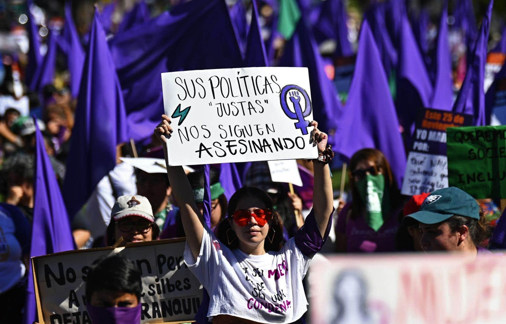 En Amérique centrale, comme au Salvador (sur la photo), des marches ont été organisées pour souligner la Journée internationalepour l'élimination de la violence à l'égard des femmes.