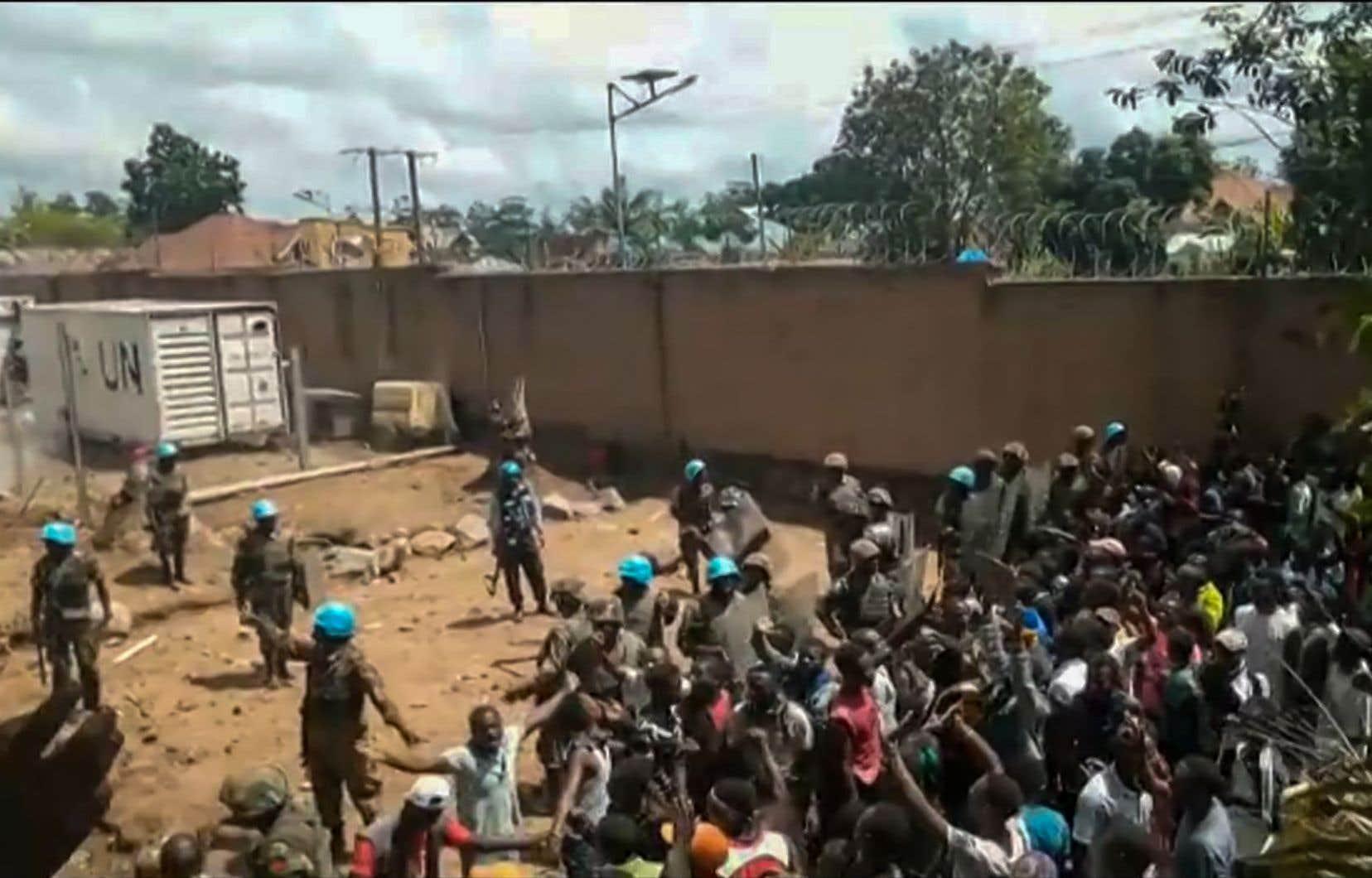 Des émeutiers ont attaqué un camp des Nations unies à Beni pour dénoncer leur «inaction» après le massacre de près de 80 civils en un mois, attribué à un groupe armé.