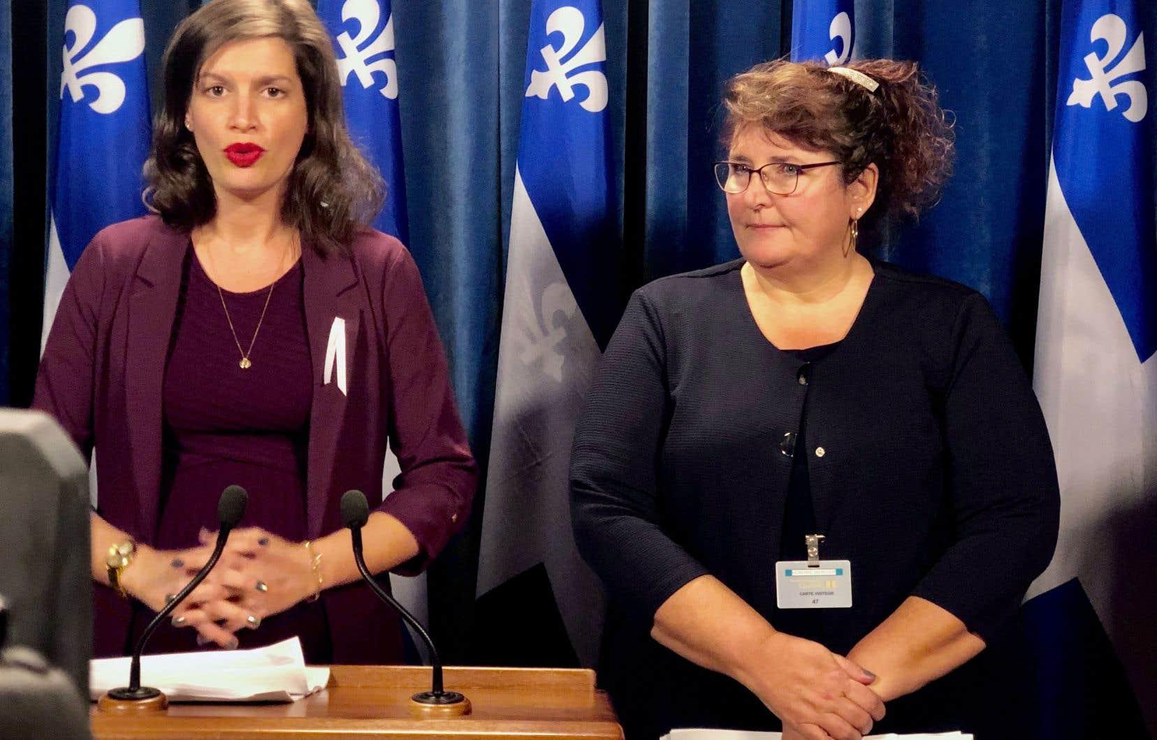 La ministre de la Sécurité publique, Geneviève Guilbault, a présenté la directrice par intérim de la SQ, Johanne Beausoleil.