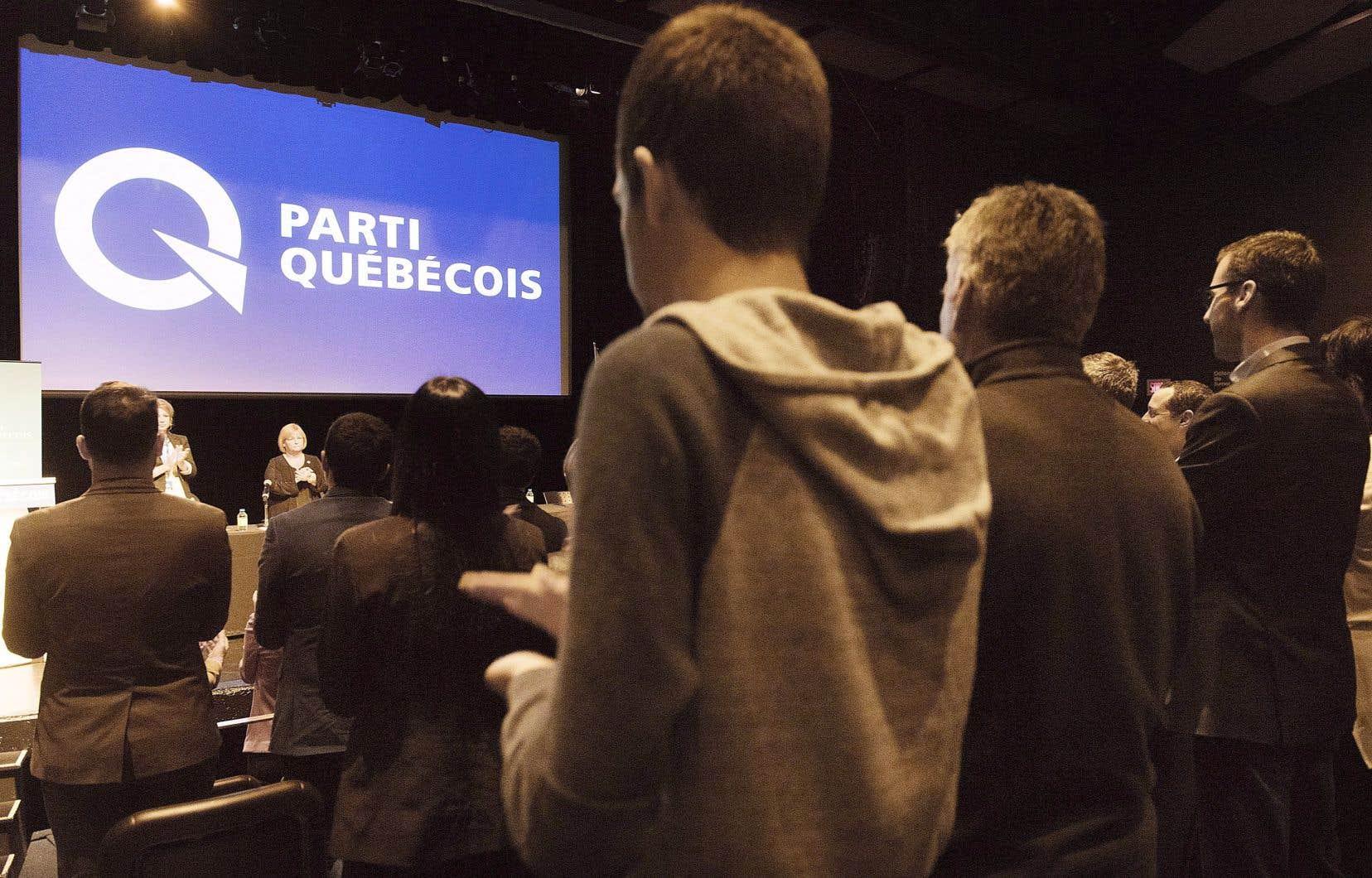 «Au lieu de miser sur un référendum dans un premier mandat, le PQ doit donc forcer la main du Canada anglais sur la Constitution», affirme l'auteur.