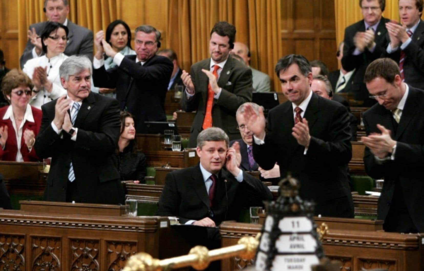 Pas moins de 19 députés conservateurs ont engagé des frais de 75 000 $ ou plus seulement pour des envois partisans. Quatre ont dépassé les 110 000 $.<br />