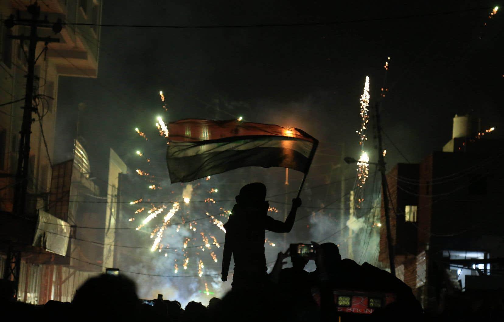 Dans la ville sainte chiite Kerbala, manifestants et forces de sécurité se sont jeté des cocktails Molotov jusqu'aux premières heures du jour.
