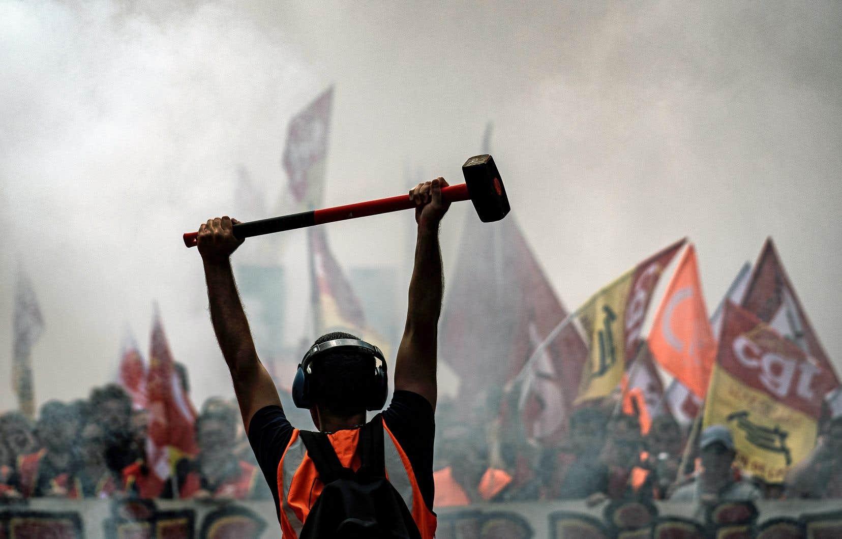 Le mouvement réunit de nombreux syndicats de la fonction publique, dont ceux des employés de l'industrie ferroviaire, paralysée par des grèves en 2018.