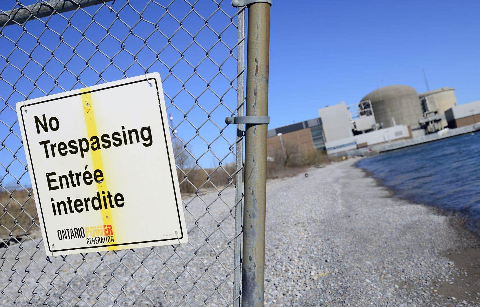 La centrale nucléaire de Pickering, appartenant à Ontario Power Generation, est située aux abords du lac Ontario.