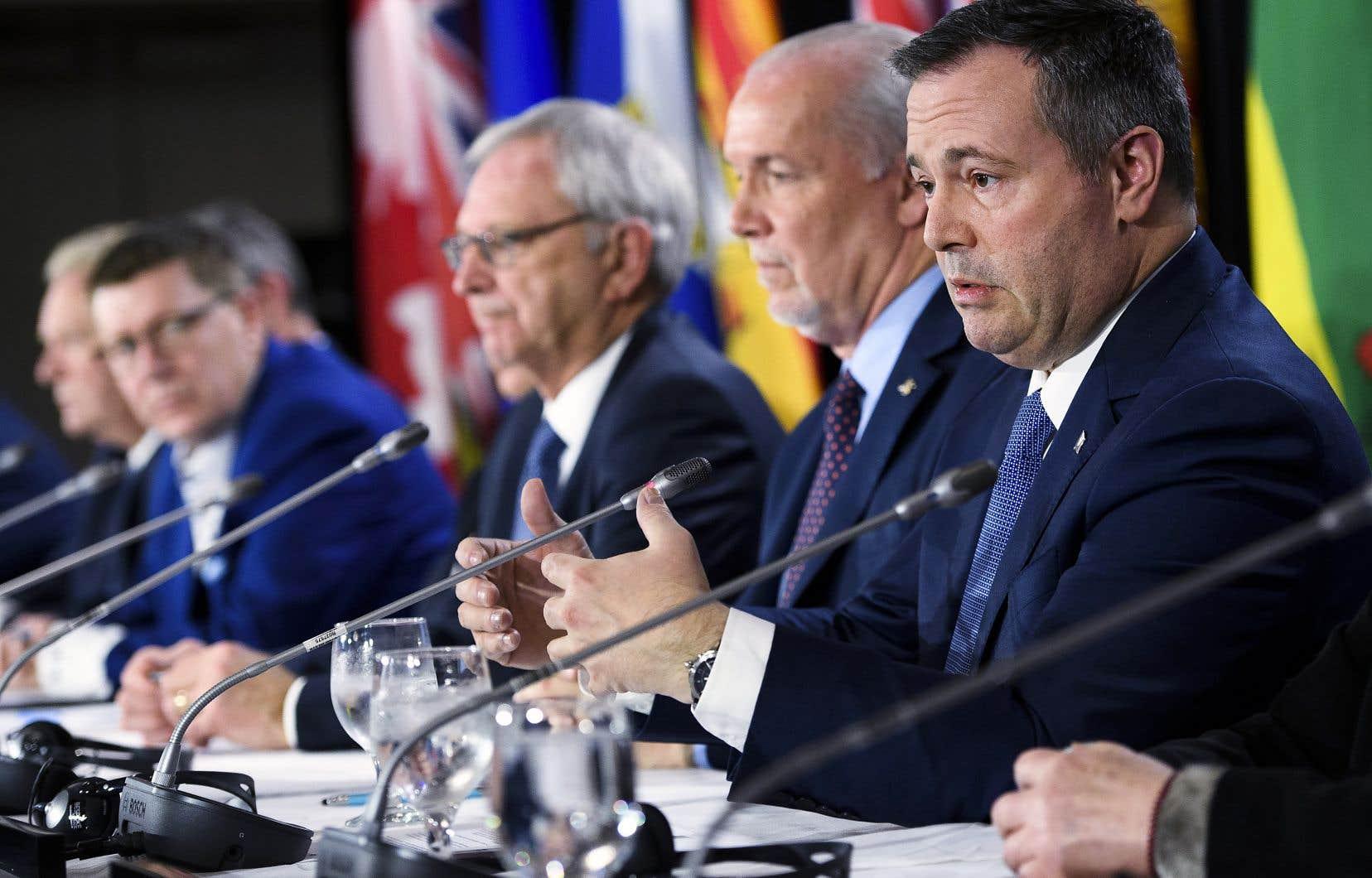 Les premiers ministres provinciaux et territoriaux se sont réunis en Conseil de la fédération, lundi, à Toronto.