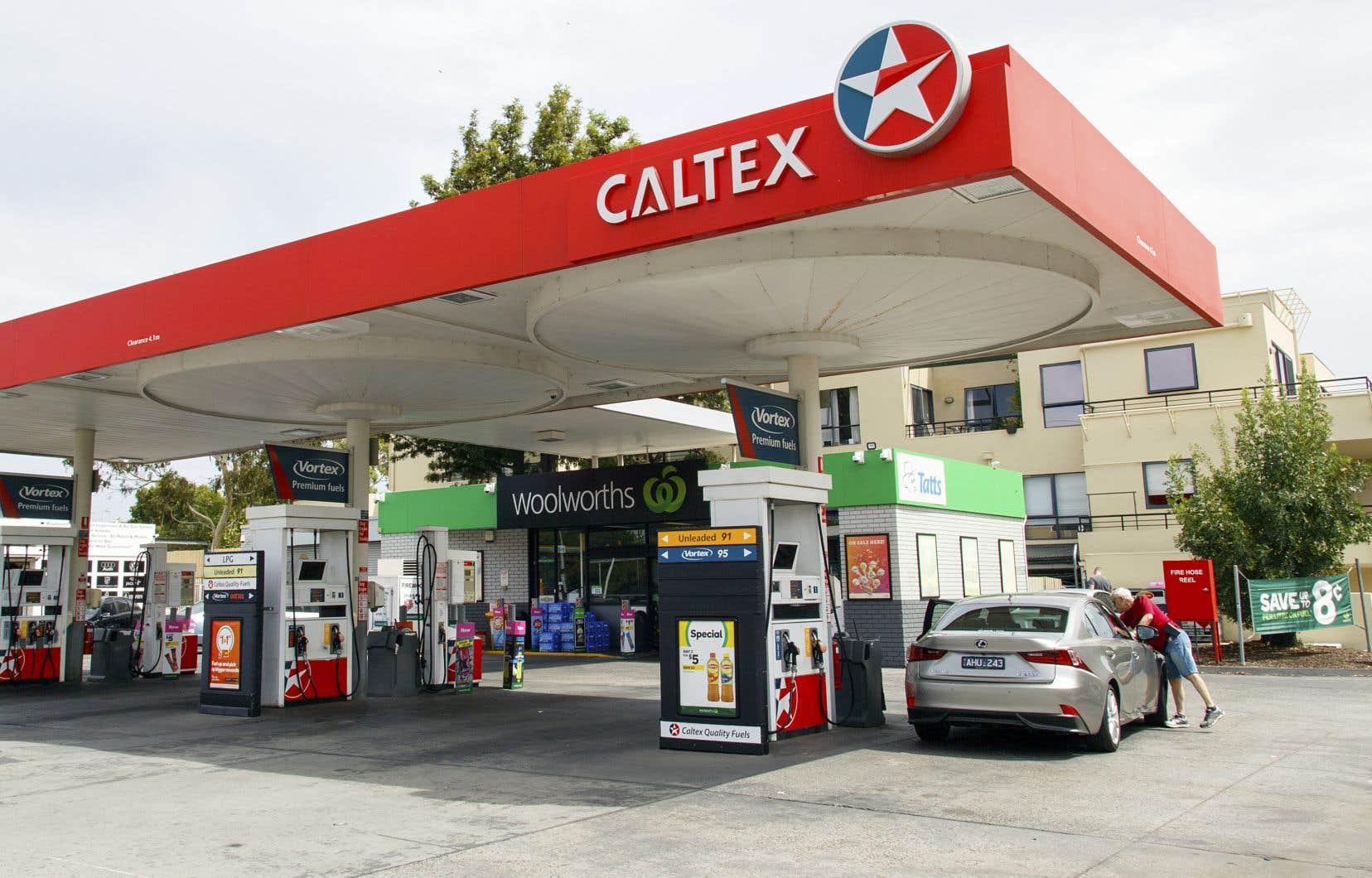 Caltex opère environ 2000 stations-service en Australie, où elle se spécialise dans la vente d'essence et de produits au détail.