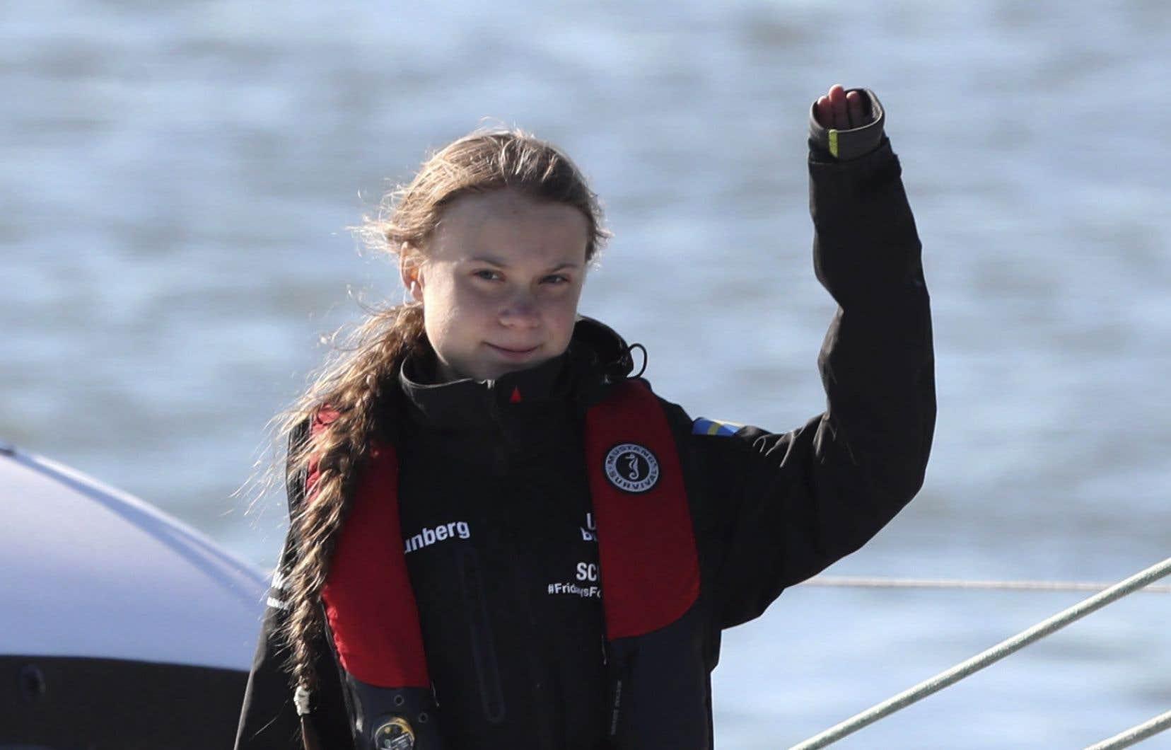 Après vingt jours en mer, «La Vagabonde»a accosté sur le quai d'une marina de la capitale portugaise, où des dizaines de militants écologistes attendaient la jeune Suédoise depuis plusieurs heures.