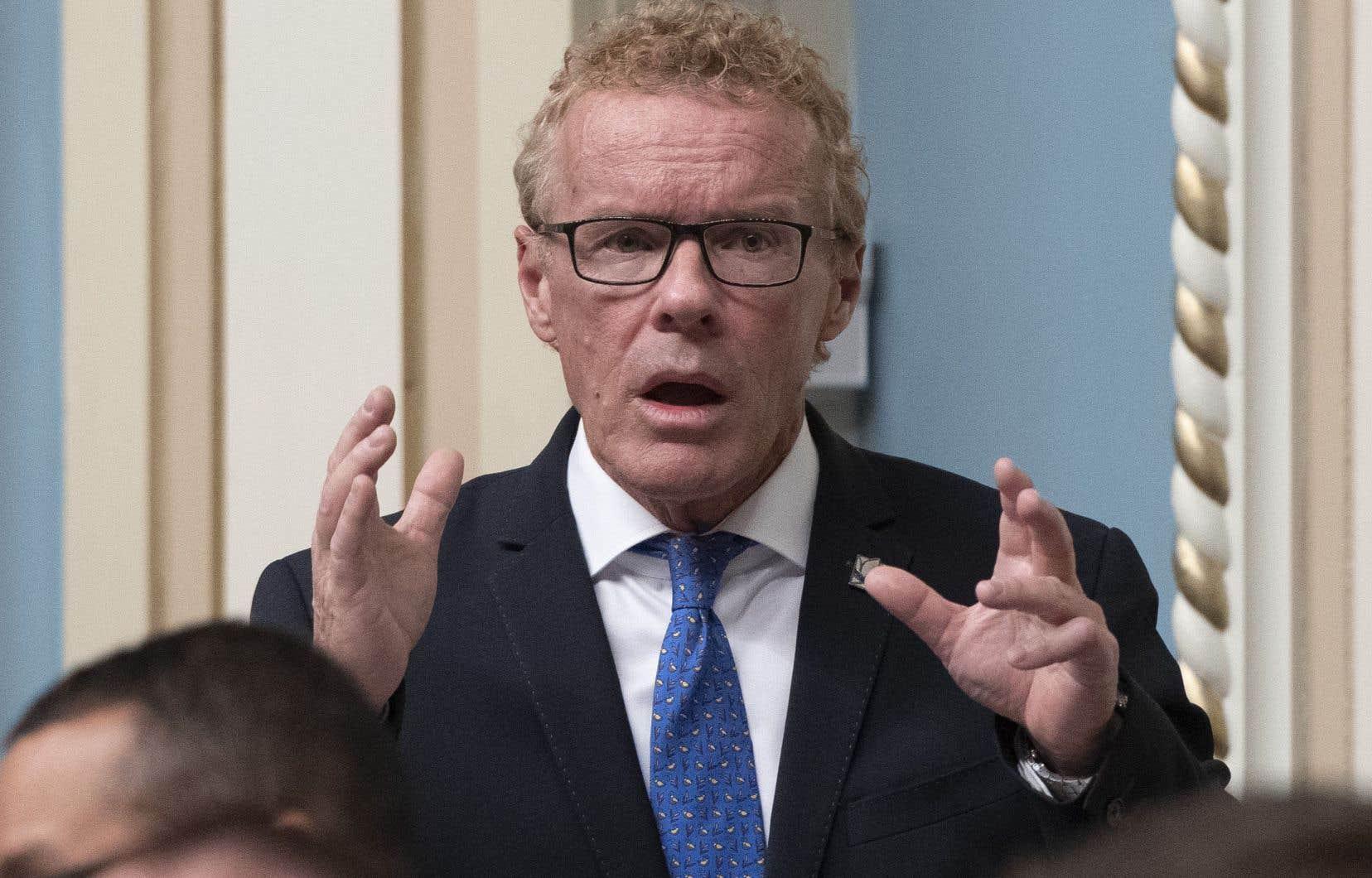 Le ministre du Travail, Jean Boulet, s'est engagé mardi à respecter la promesse faite aux parents adoptants durant la campagne électorale.