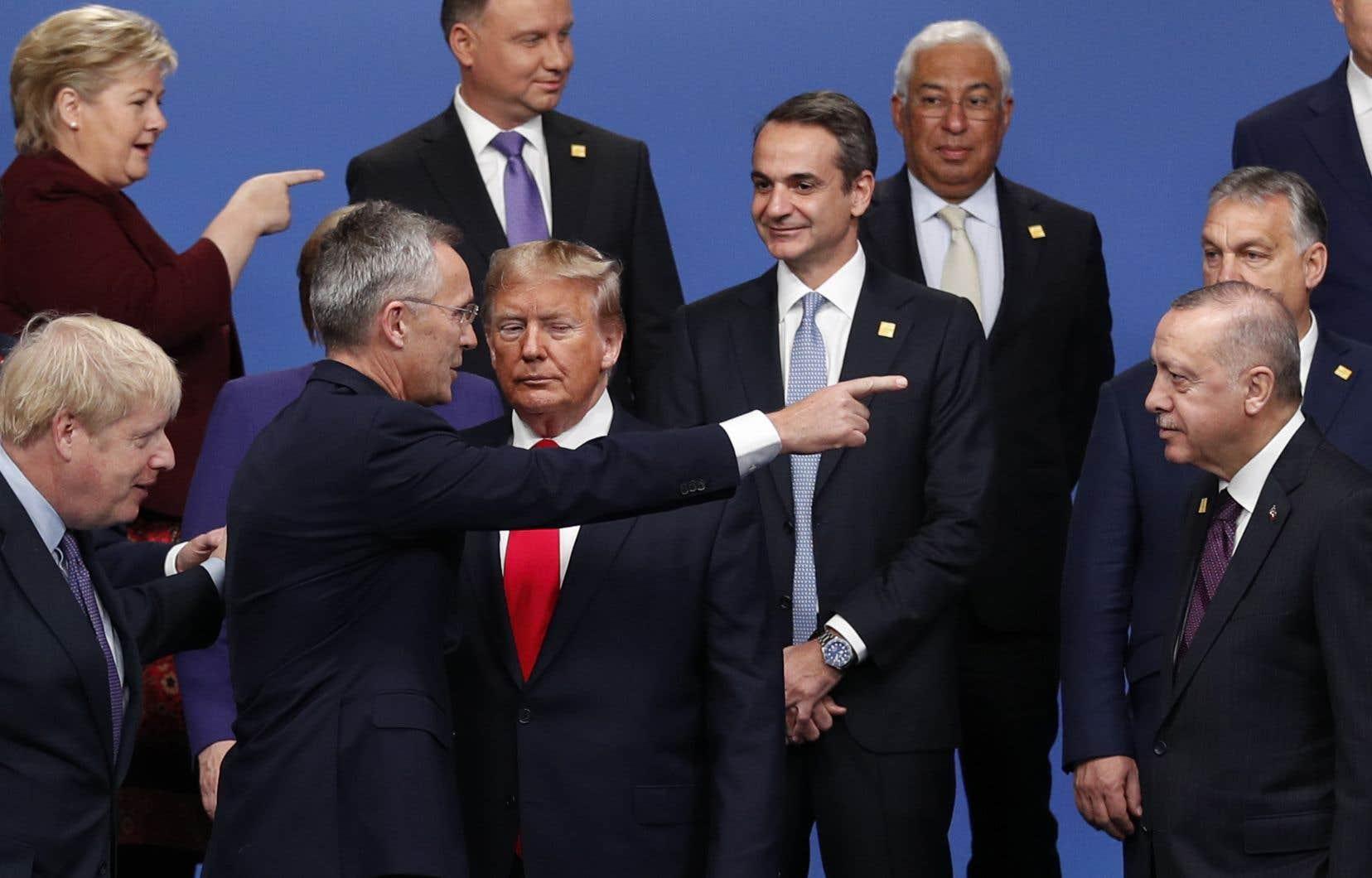 <p>«Nous sommes 29 pays différents des deux côtés de l'Atlantique. Bien sûr qu'il y a des différences. Le contraire serait très étrange. Mais la force de l'OTAN est que nous avons toujours été capables de surmonter ces différences. Nous prouvons aujourd'hui que l'OTAN fait des progrès sur le fond et que nous continuons à nous adapter et à réagir», a déclaréle secrétaire général de l'OTAN, Jens Stoltenberg.</p>