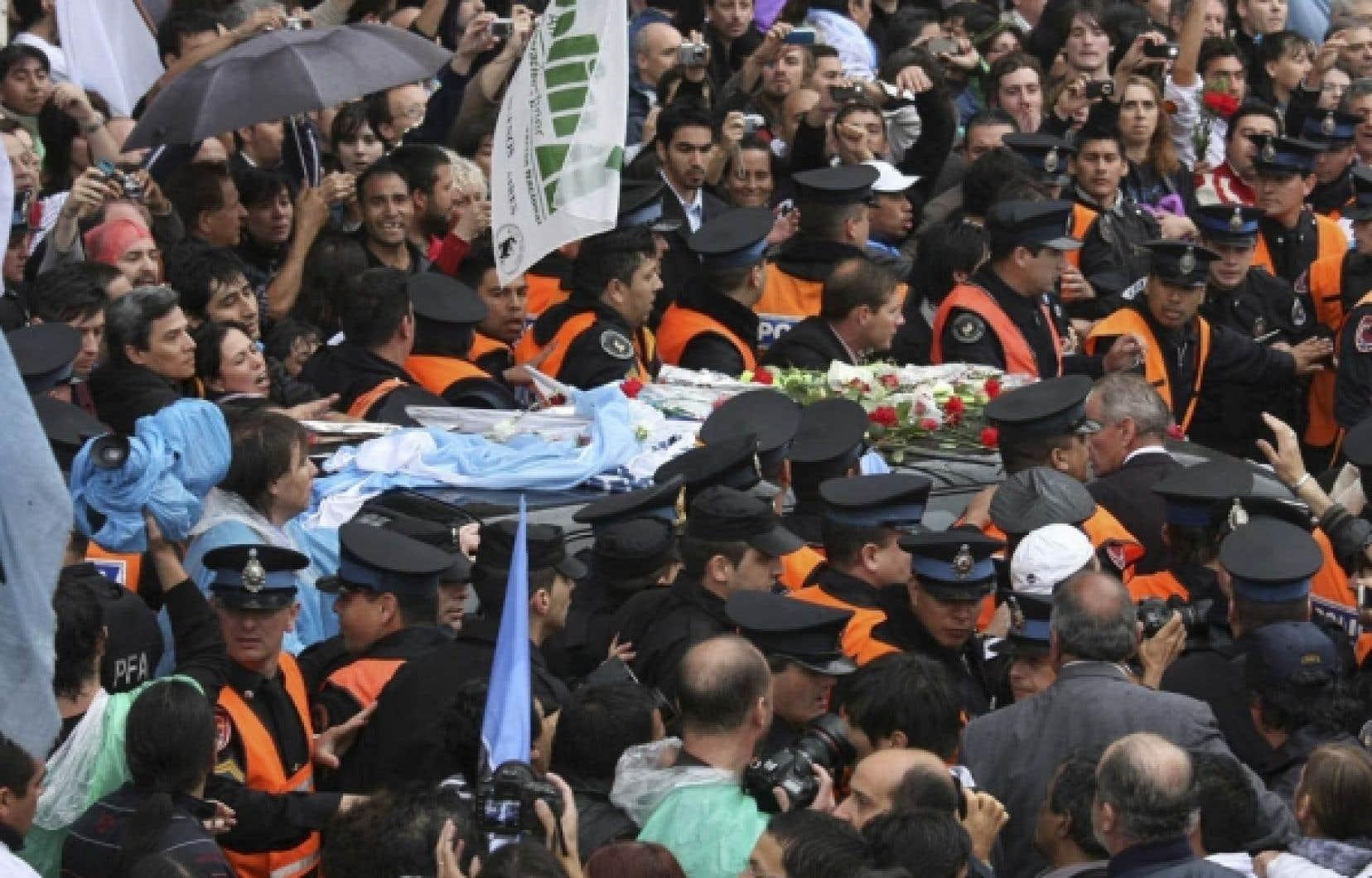 La dépouille de l'ancien chef de l'État argentin Nestor Kirchner (2003-2007)