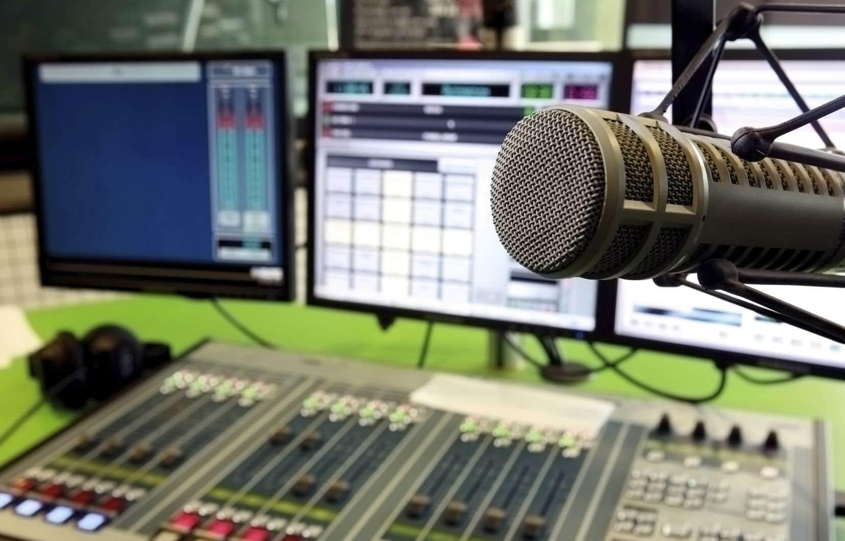 Globalement, cet automne, le 98,5 FM conserve le premier rang (avec 19,5% des parts d'écoute).