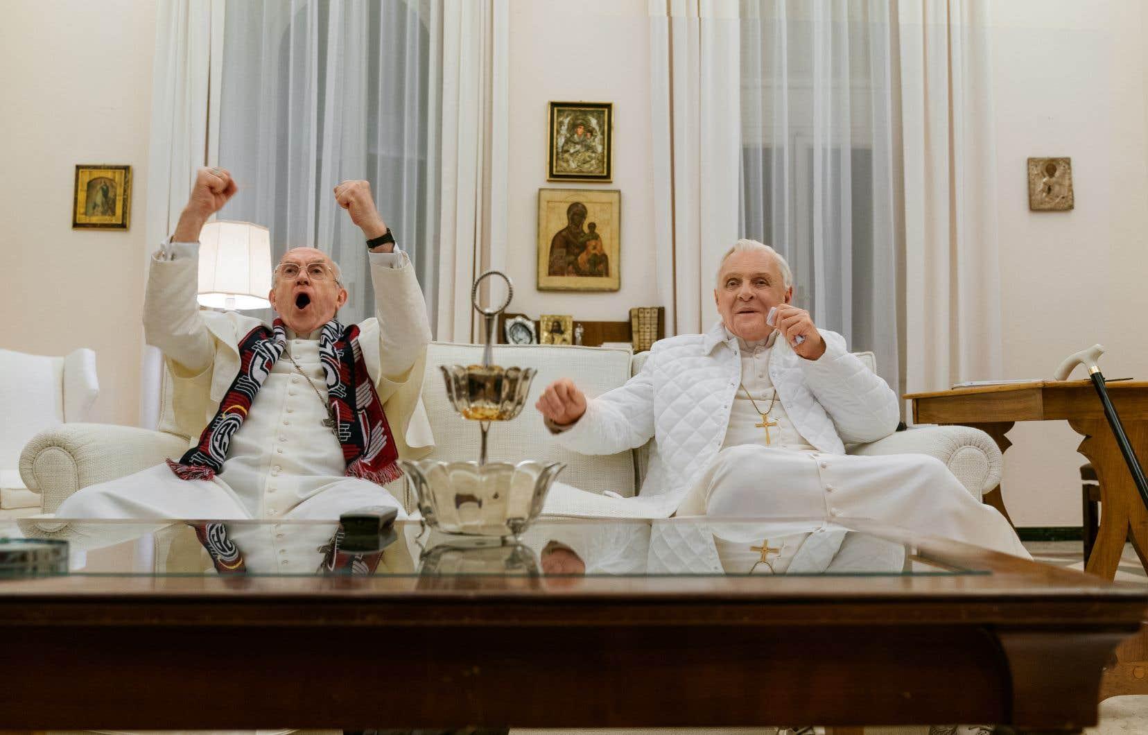 Le cardinal Bergoglio de Jonathan Pryce est le protagoniste véritable de «The Two Popes», et c'est un bonheur de le voir donner la pleine mesure de son talent. Anthony Hopkins n'est pas en reste, cela va de soi. Évoluant dans une classe à part, l'immense comédien livre ici l'une de ses meilleures performances, ce qui n'est pas peu dire.