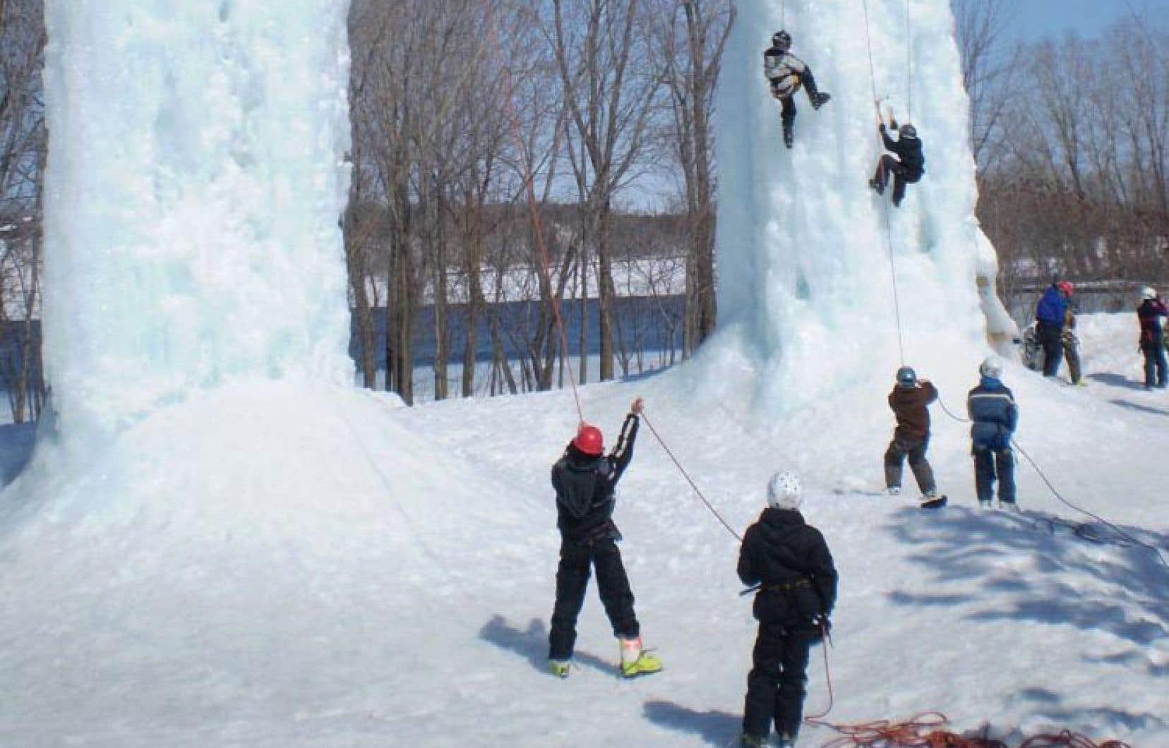 Dans le coin de Trois-Rivières, Maïkan Aventure propose de l'escalade de glace.