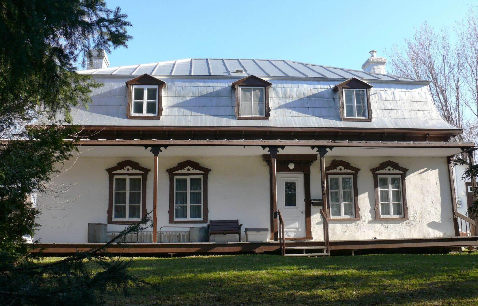 Selon une analyse, la maison Jobin-Bédard, à Québec, probablement construite entre 1791 et 1826, «est représentative des maisons rurales construites au tournant du XIXe siècle».