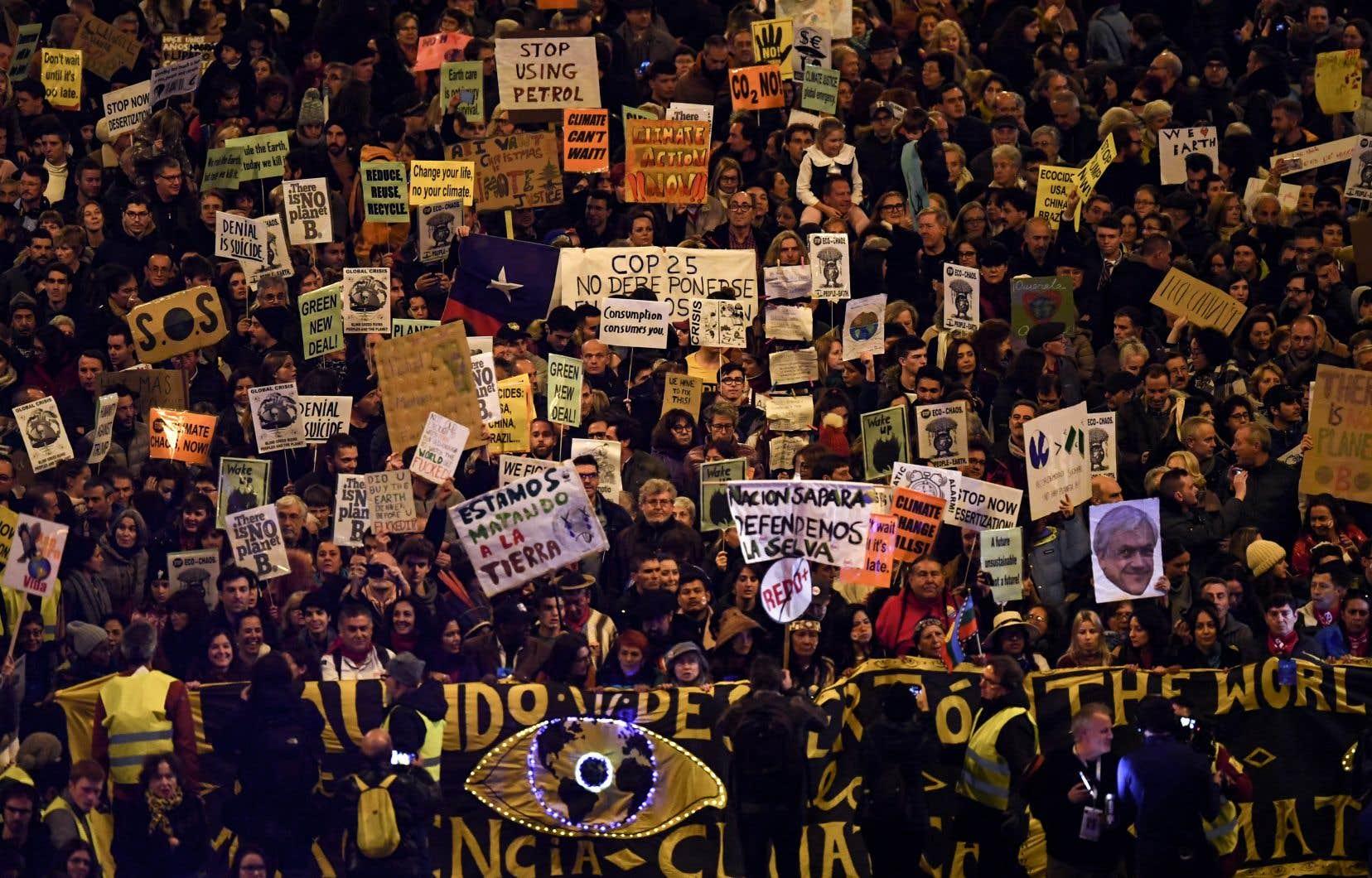 La manifestation madrilène a rassemblé 15 000 personnes selon la préfecture, et 500 000 selon Greta Thunberg.