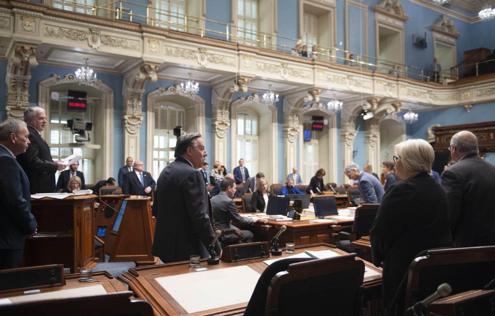 Les élus québécois siégeront jusqu'à tard en soirée samedi, car le gouvernement caquiste a choisi d'imposer le bâillon et forcer l'adoption expéditive du projet de loi 34.