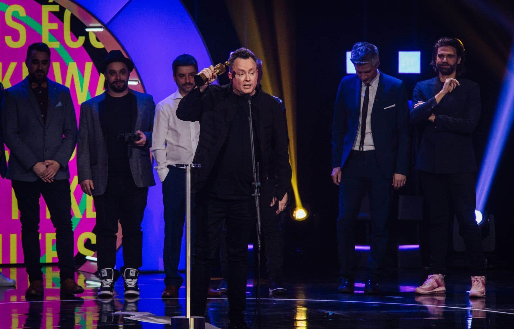 Mike Ward a livré un long discours sur la liberté d'expression après avoir reçu le prix de l'Olivier de l'année, à la fin du gala.