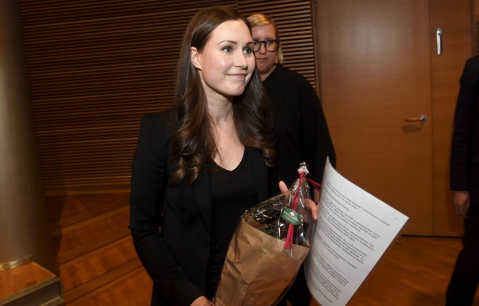 Sanna Marin a été désignée d'un cheveu dimanche par le SDP pour succéder à Antti Rinne, qui avait démissionné quelques jours plus tôt après avoir perdu la confiance du parti du Centre, membre de la coalition au pouvoir.