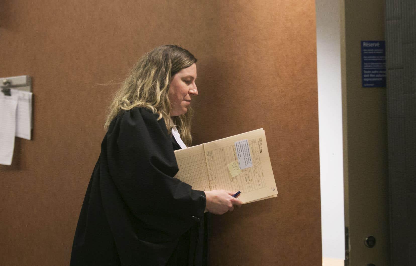 La procureure de la Couronne, MeJosiane Laplante, a fait part de son intention de s'opposer à une remise en liberté en invoquant un risque de récidive et la confiance du public envers l'administration de la justice.