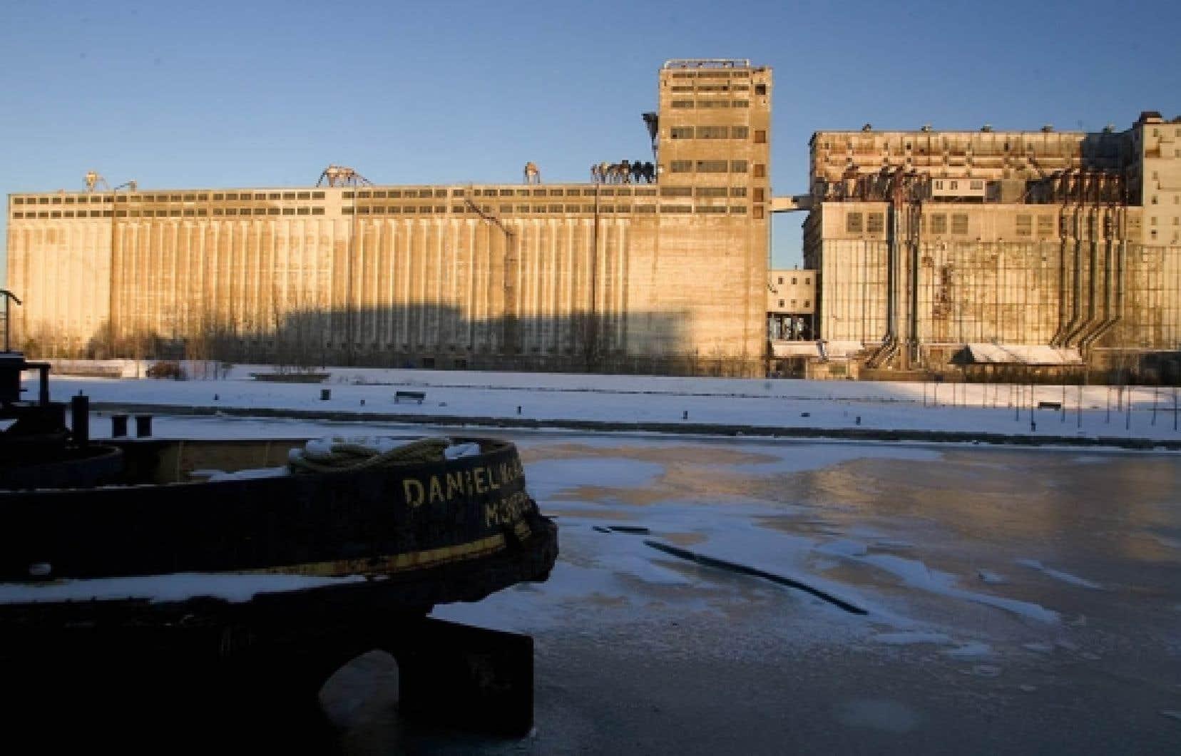 La Société immobilière du Canada souhaite que le réaménagement du Silo no 5 soit terminé en 2017, soit à temps pour les célébrations du 375e anniversaire de Montréal. Il n'est toutefois pas question de démolir l'immeuble.<br />