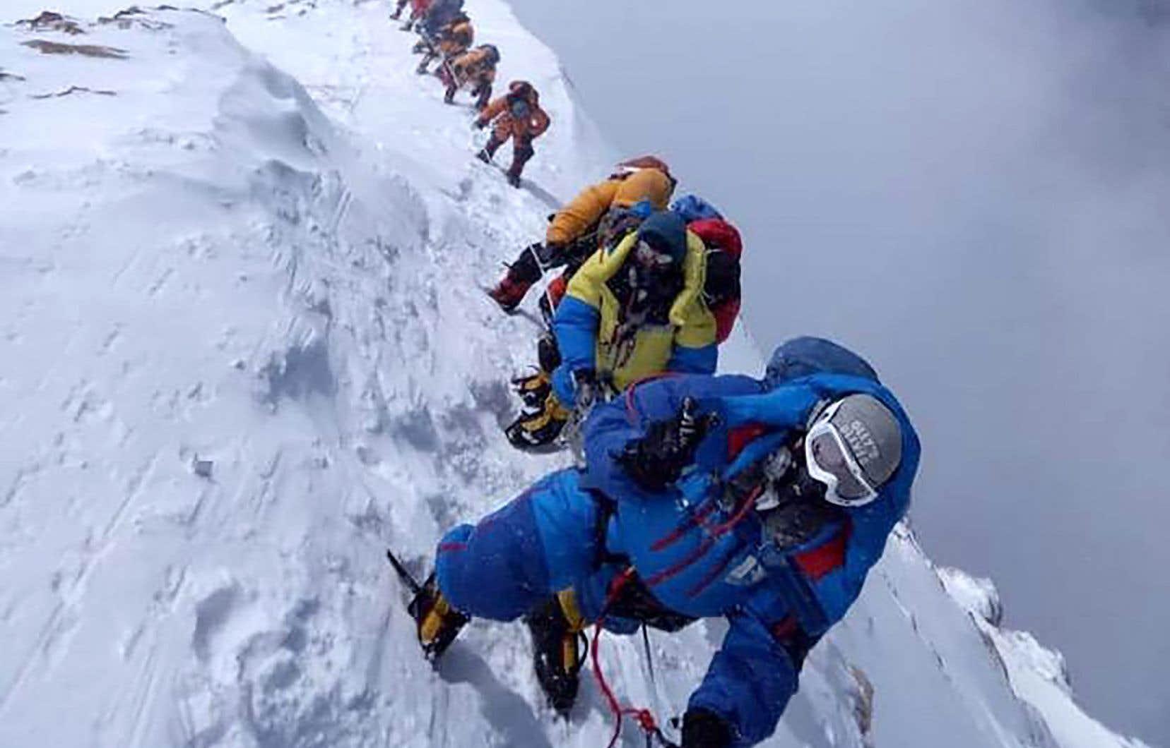 Des alpinistes photographiés en mai 2018 sur la face sud du mont Everest