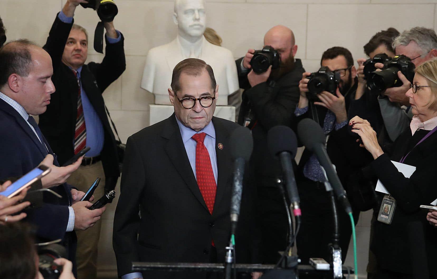 Le président de la commission judiciaire de la Chambre des représentants, le démocrate Jerrold Nadler, annonce l'adoption des deux chefs d'accusation contre Donald Trump.