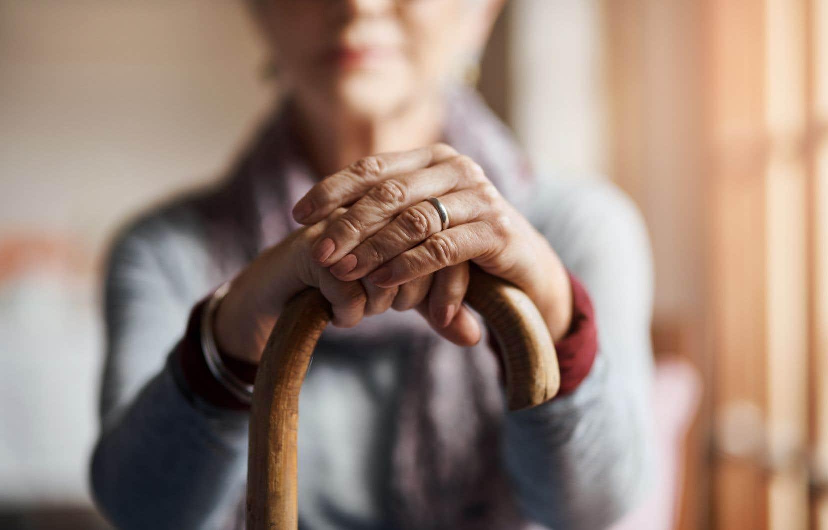 Beaucoup de personnes à faible revenu n'auront rien, comme la moitié des personnes âgées vivant seules, surtout des femmes.