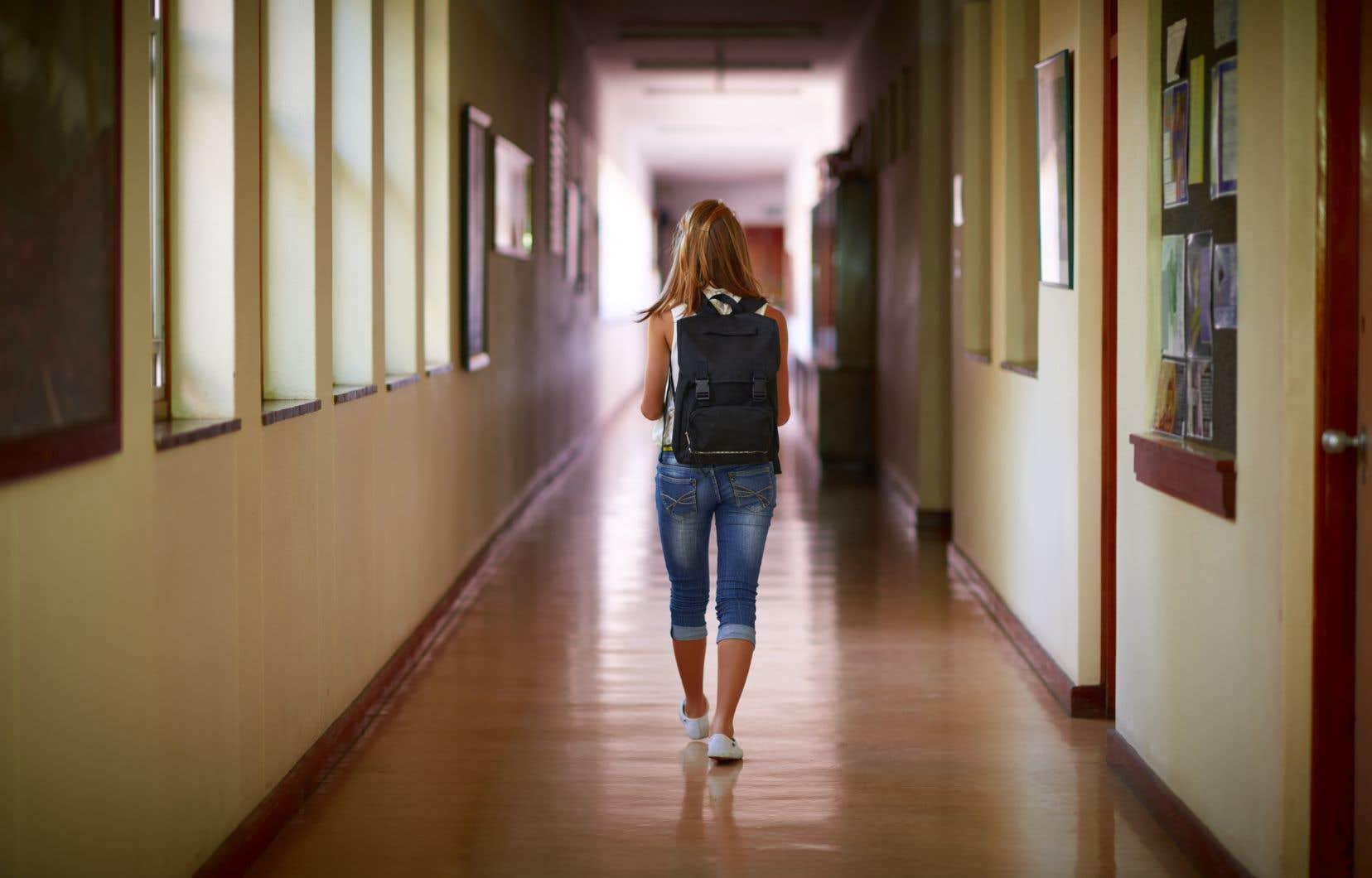 L'équipe de recherche conclut que les écoles secondaires restent mal outillées pour détecter les violences sexuelles et enquêter sur les signalements faits par des victimes.