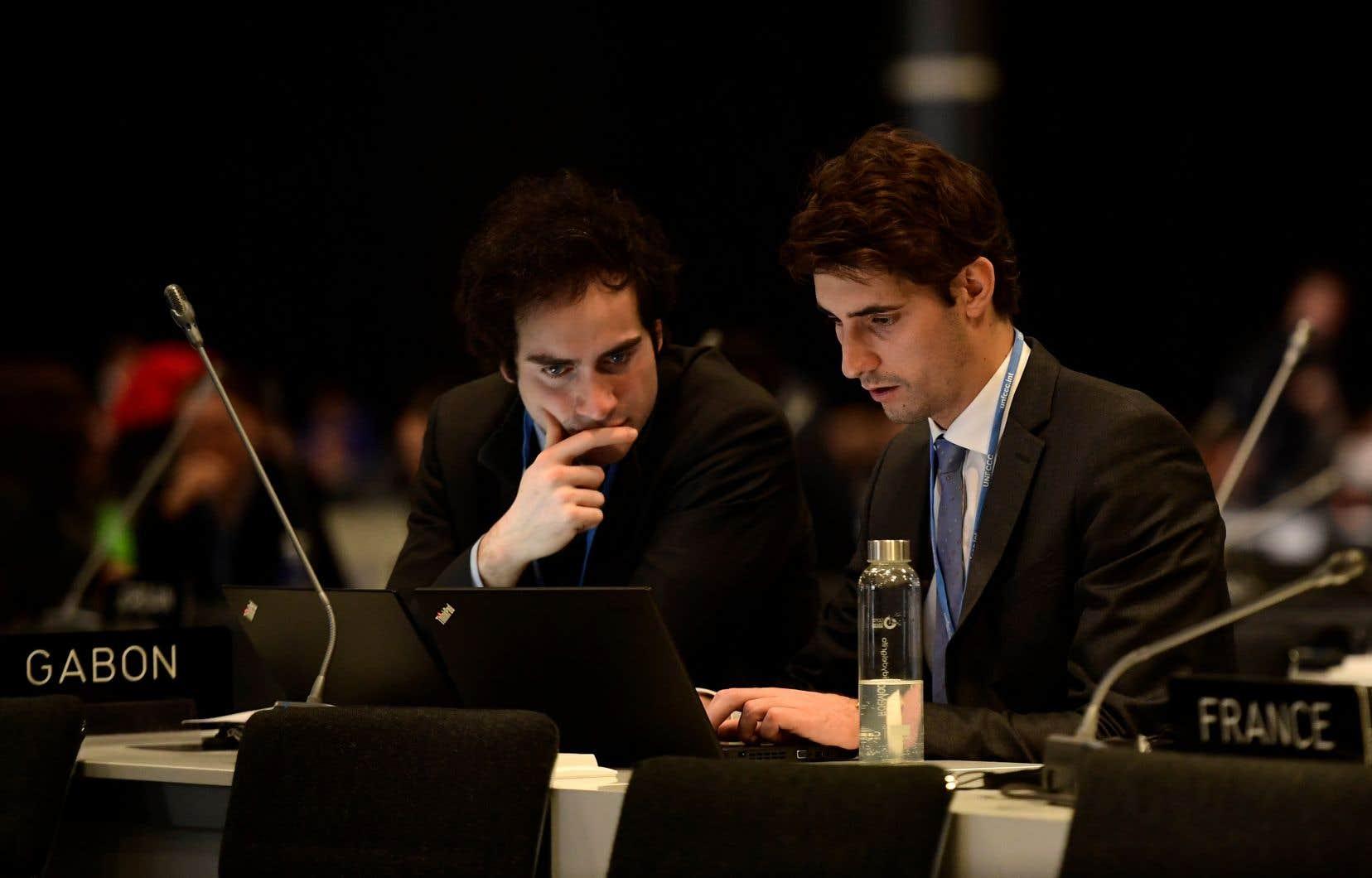 Plus de 24 heures après la fin prévue des négociations, les représentants des pays signataires de l'Accord de Paris cherchent toujours une façon de répondre à la crise climatique.