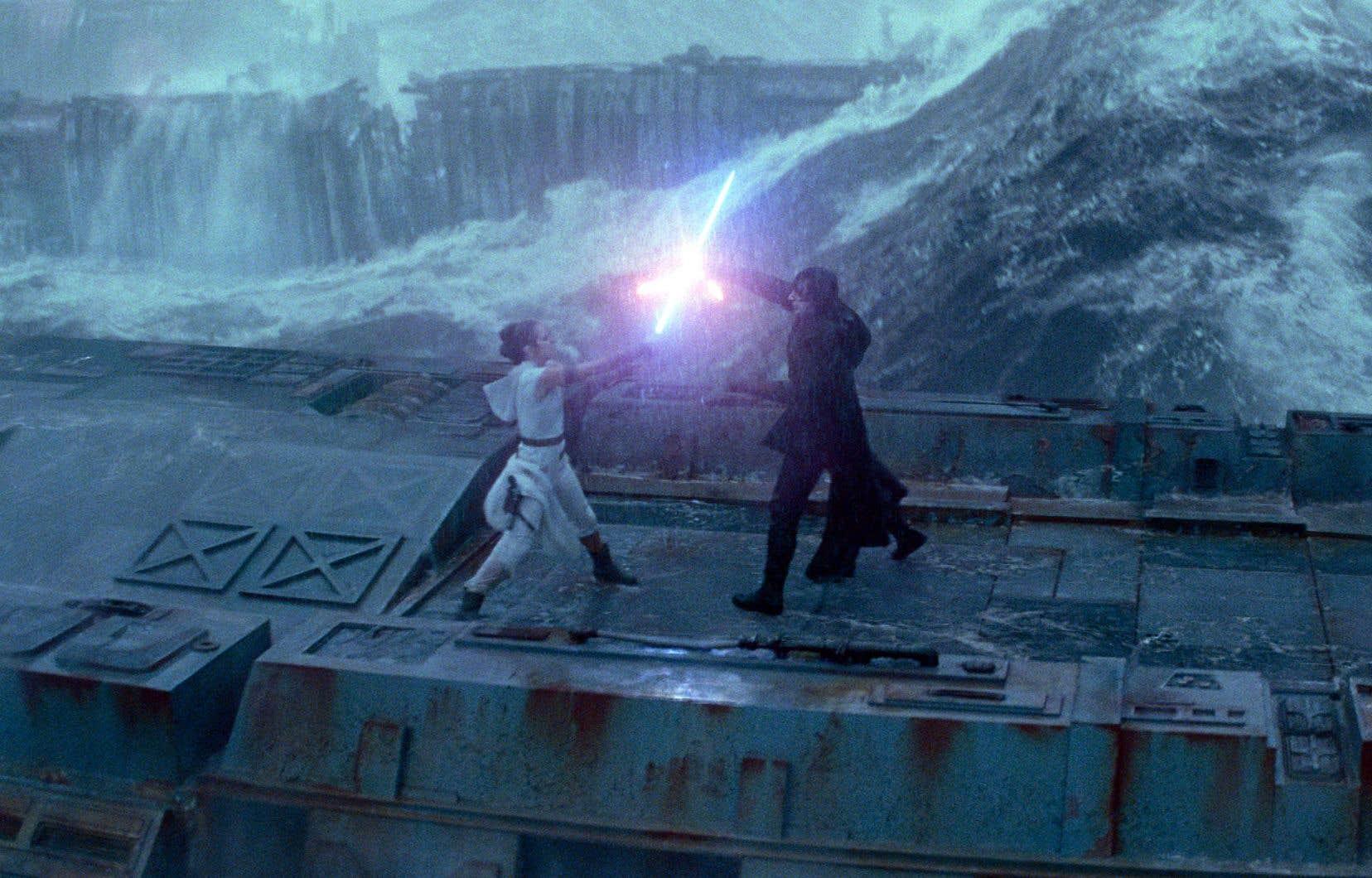 On peut s'attendre à une révélation concernant Rey et les raisons de son association à la Force. Une théorie veut qu'elle soit la demi-sœur de Kylo, une autre rappelle le motif de la gémellité…