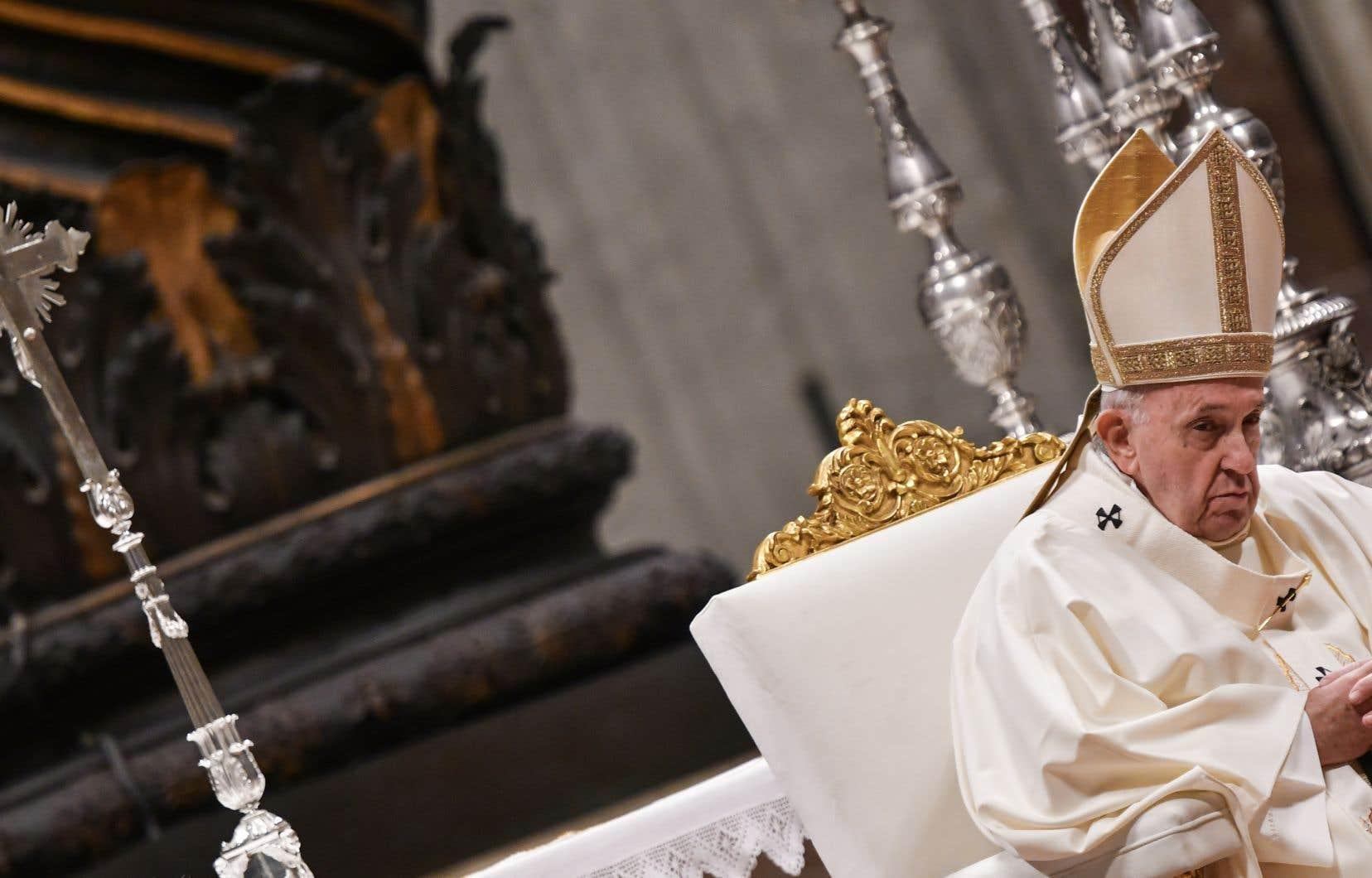 Le secret pontificalest une règle de confidentialité protégeant les informations sensibles relatives à la gouvernance de l'Église universelle.